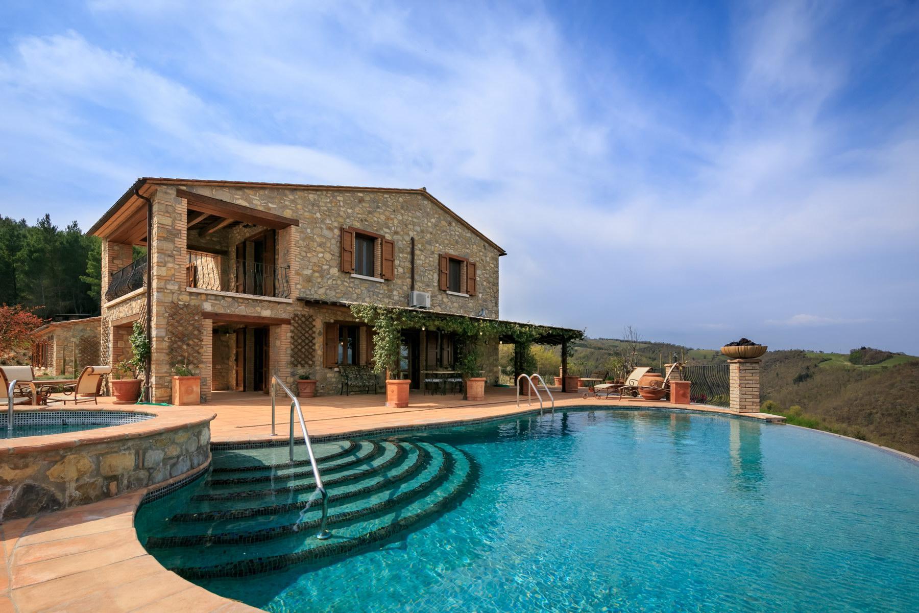 Восхитительная усадьба с бассейном и живописными видами холмов, Умбрия, Италия - 2
