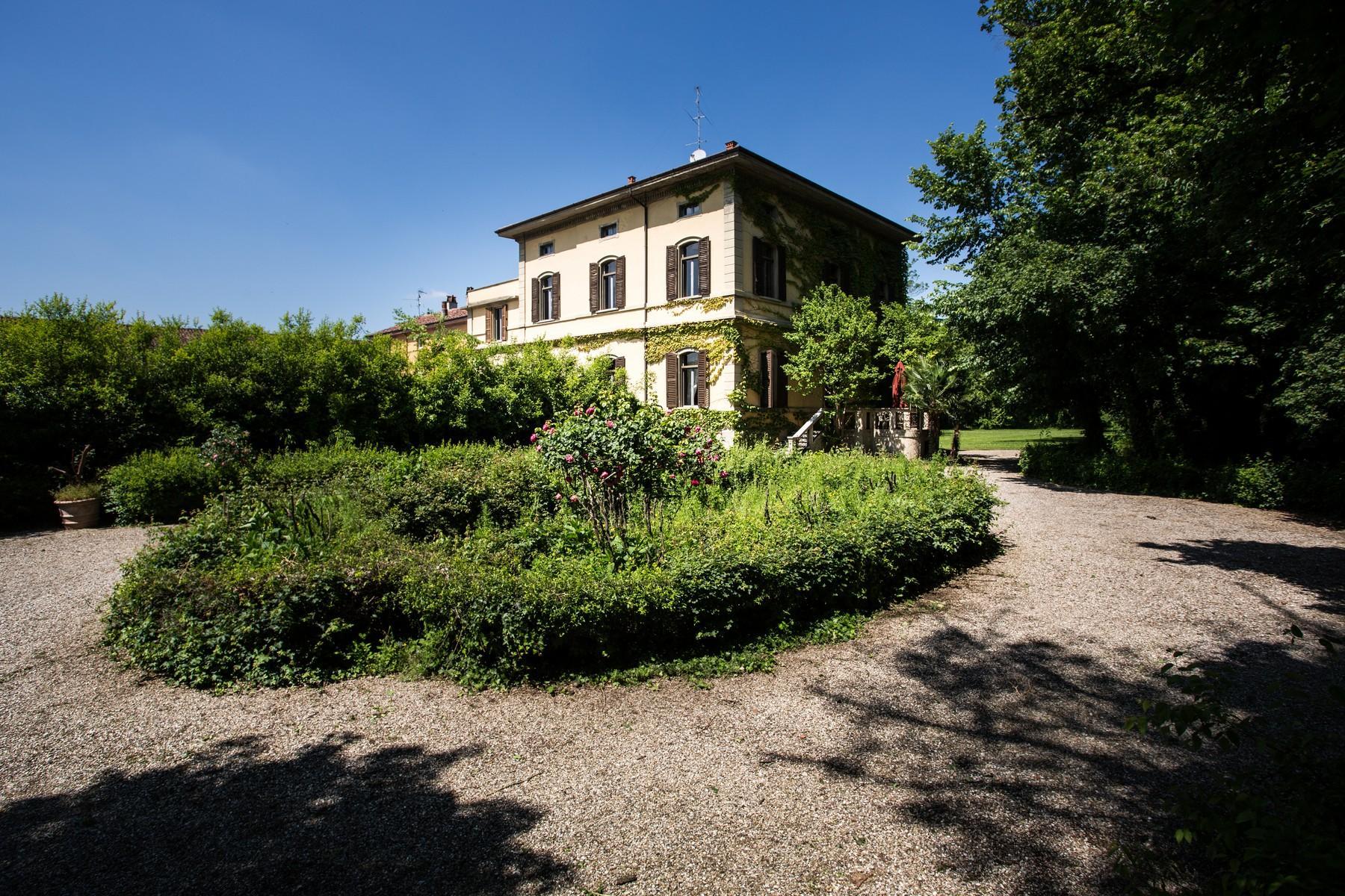 位于Cremona乡村内且拥有大公园的历史久远的别墅 - 1
