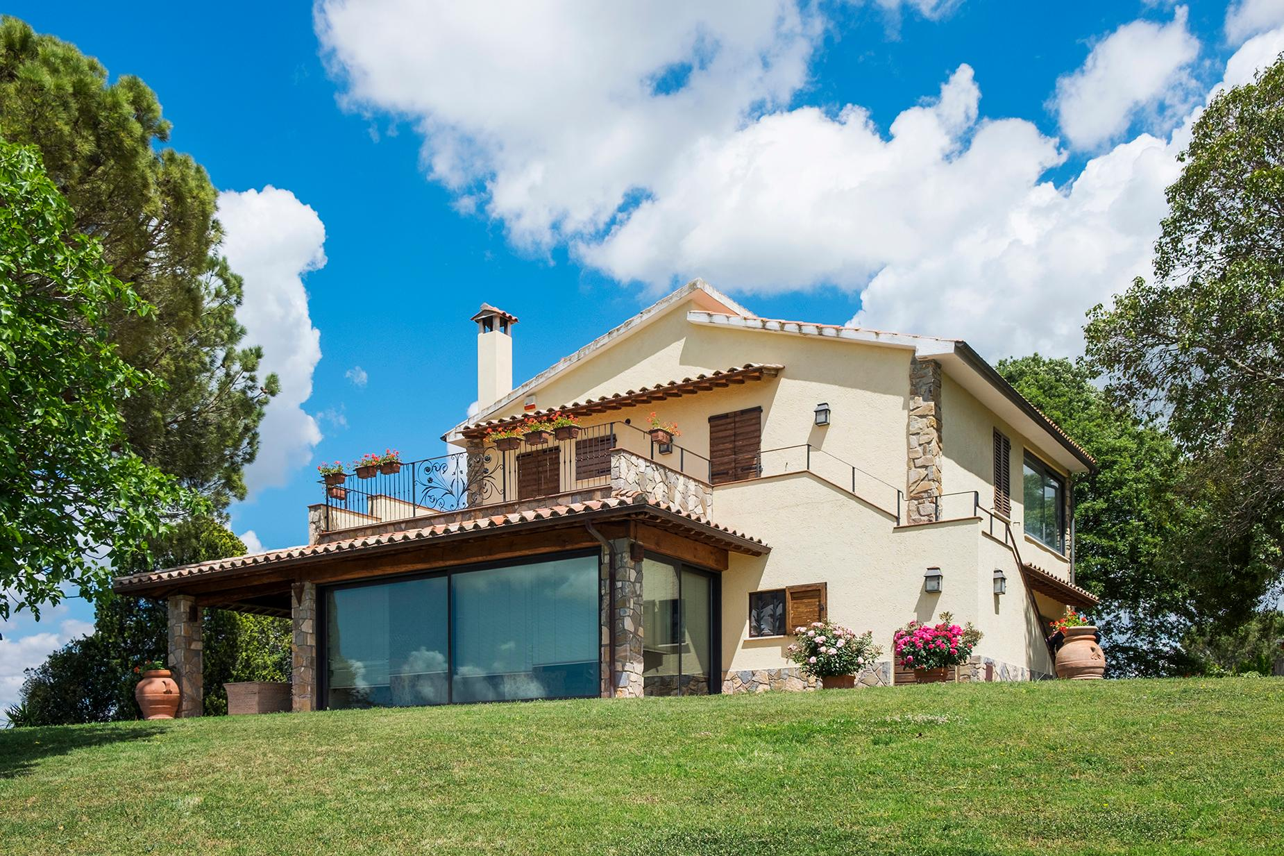 Finely restored farmhouse in the Tuscan countryside - 12