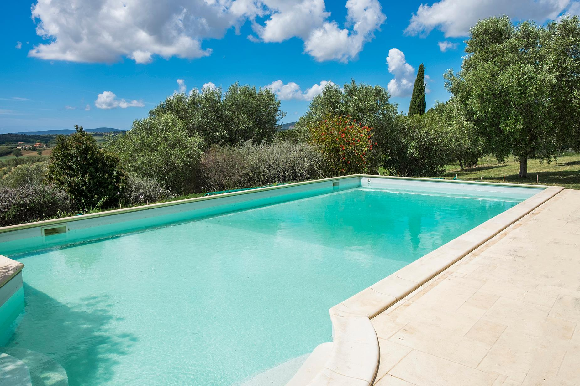 Finely restored farmhouse in the Tuscan countryside - 15