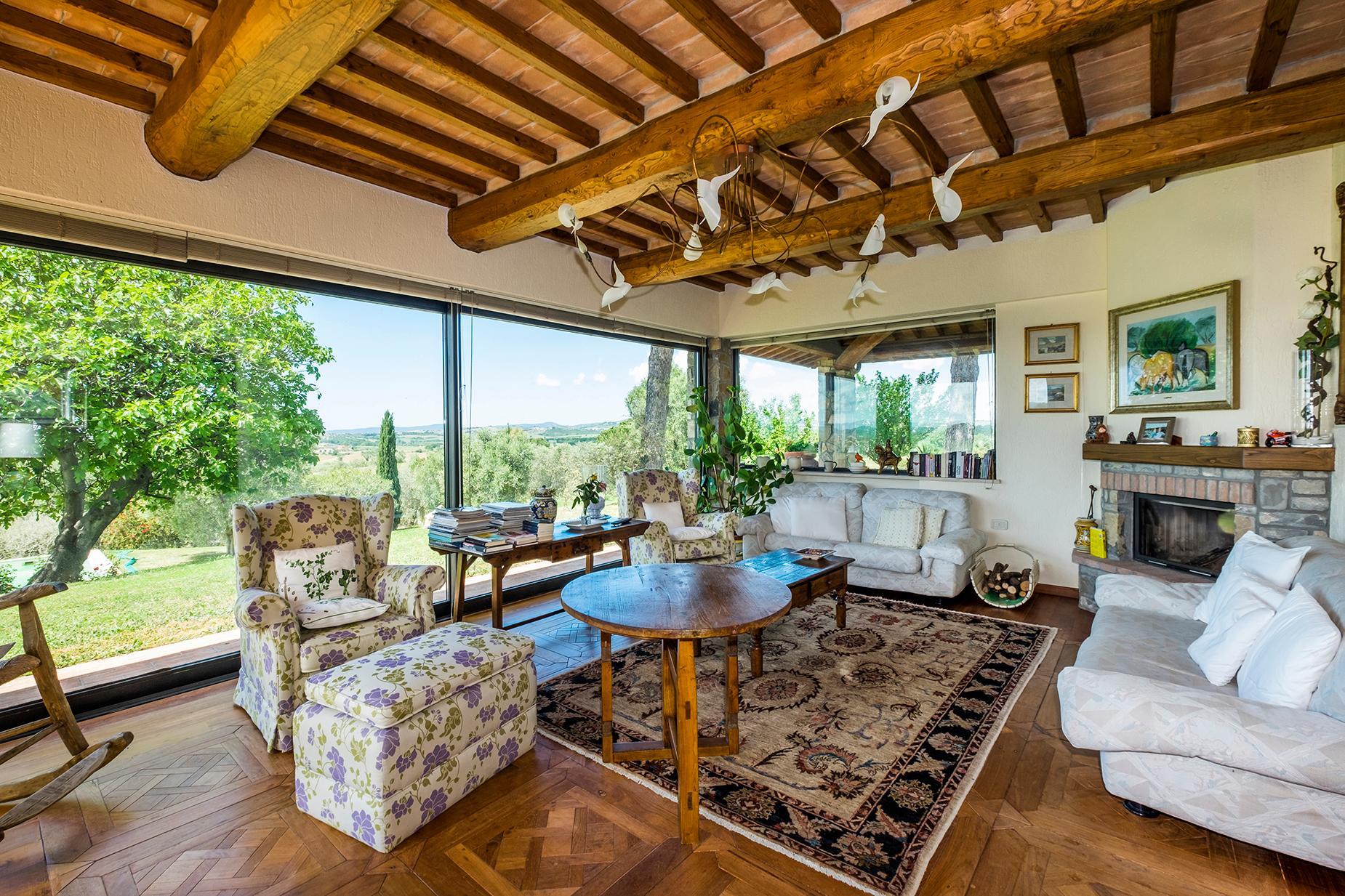 Красивый отремонтированный дом с бассейном на тосканских холмах в Гроссето, Италия - 1