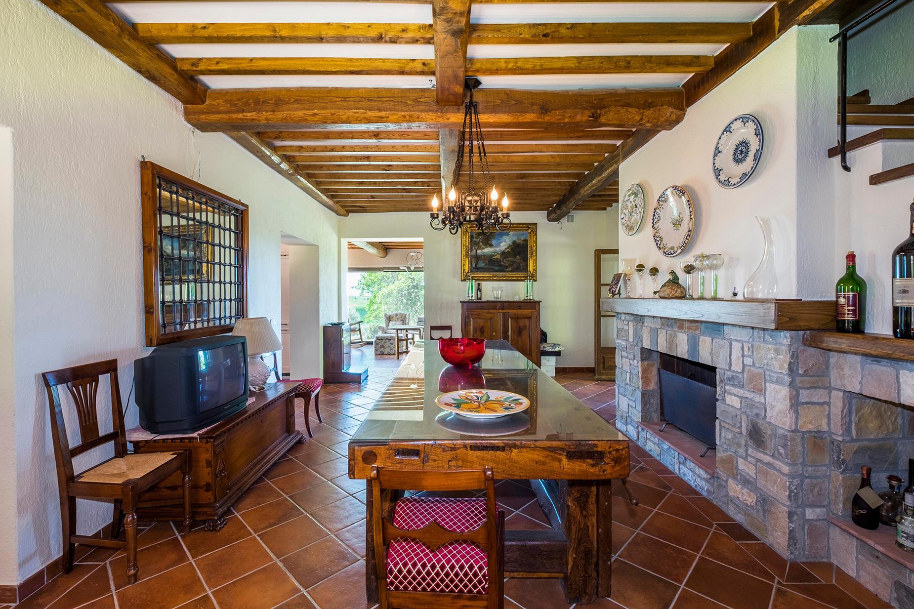 Красивый отремонтированный дом с бассейном на тосканских холмах в Гроссето, Италия - 4