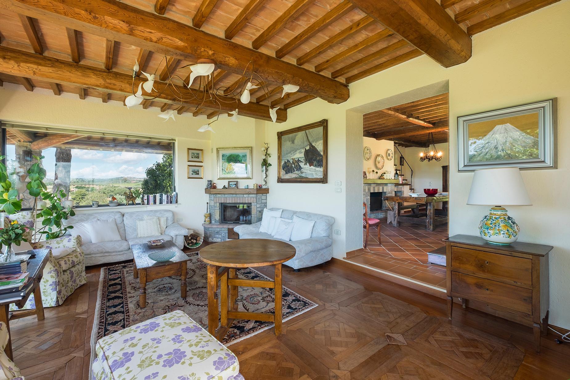 Красивый отремонтированный дом с бассейном на тосканских холмах в Гроссето, Италия - 2