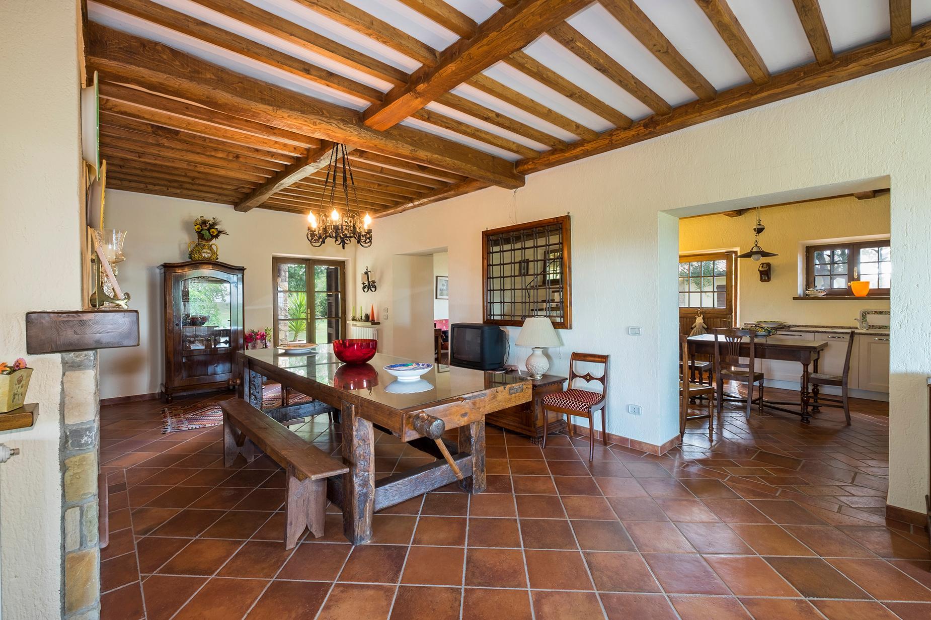 Красивый отремонтированный дом с бассейном на тосканских холмах в Гроссето, Италия - 5