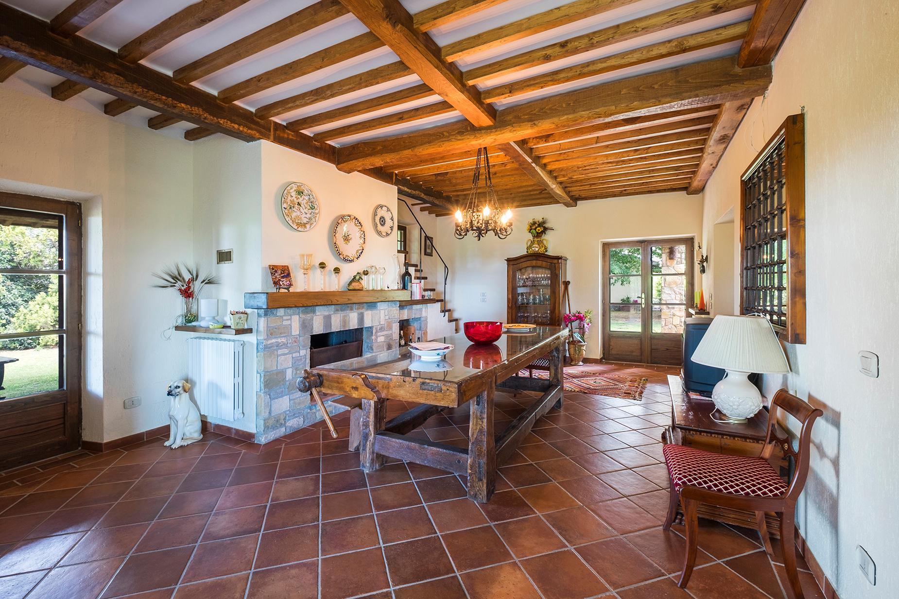 Красивый отремонтированный дом с бассейном на тосканских холмах в Гроссето, Италия - 7