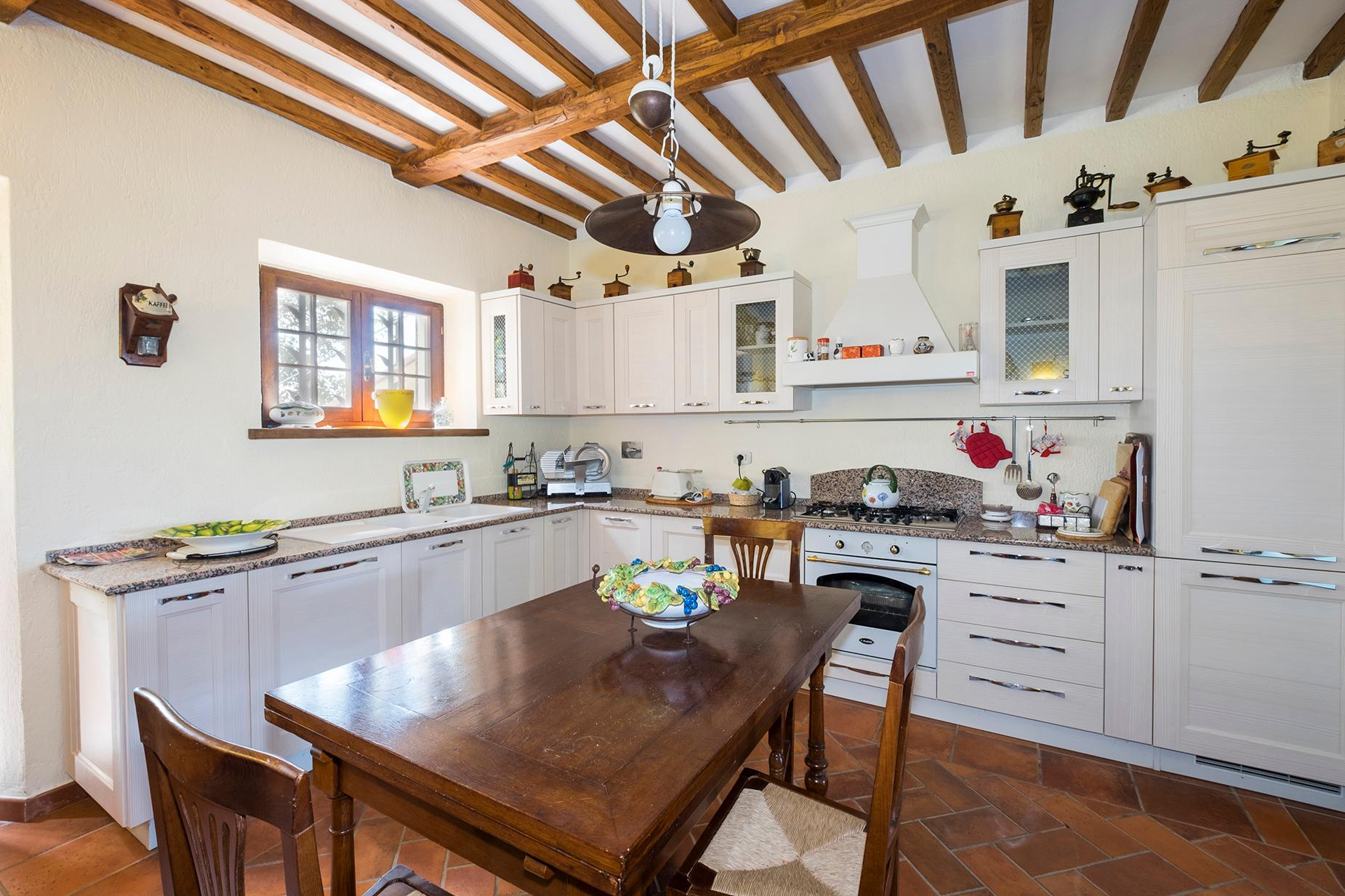 Finely restored farmhouse in the Tuscan countryside - 9