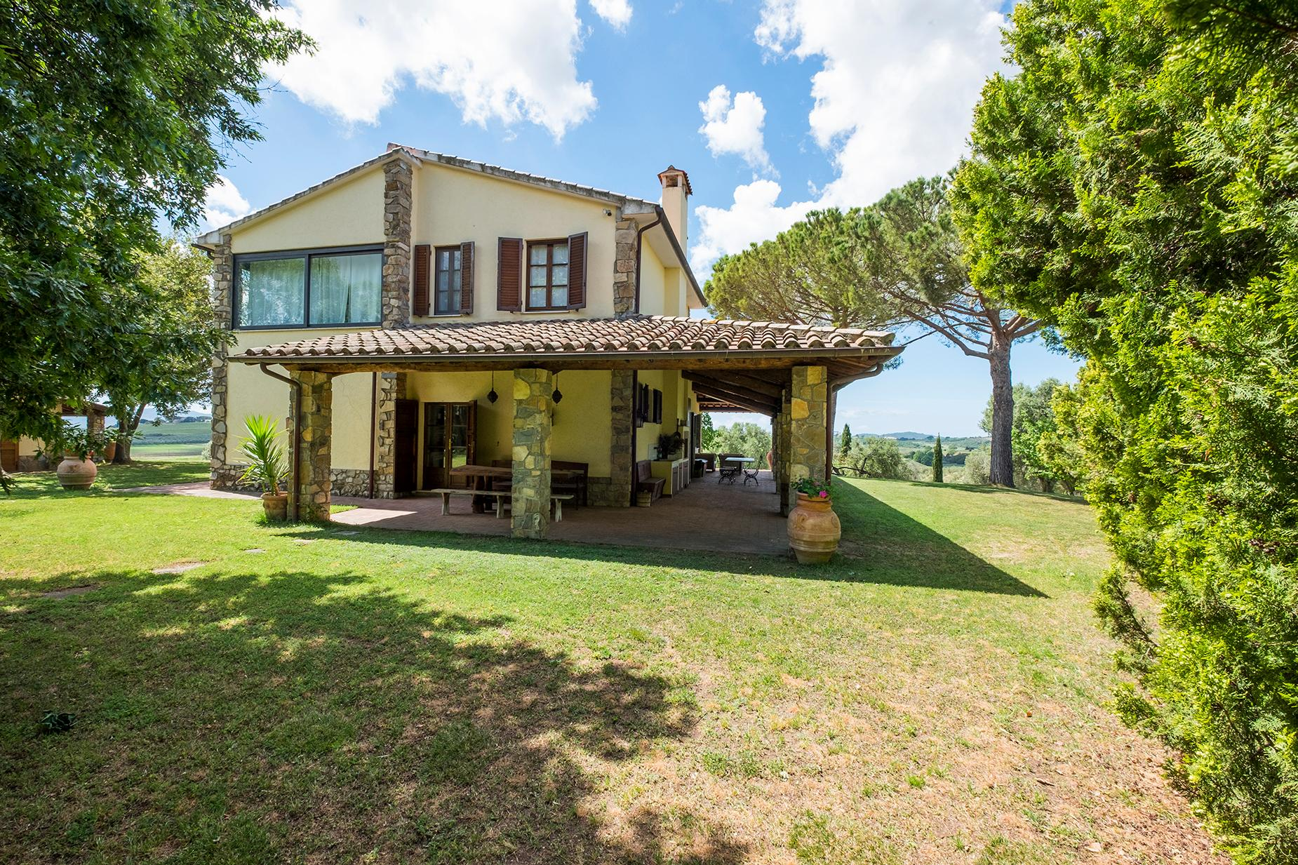Finely restored farmhouse in the Tuscan countryside - 13
