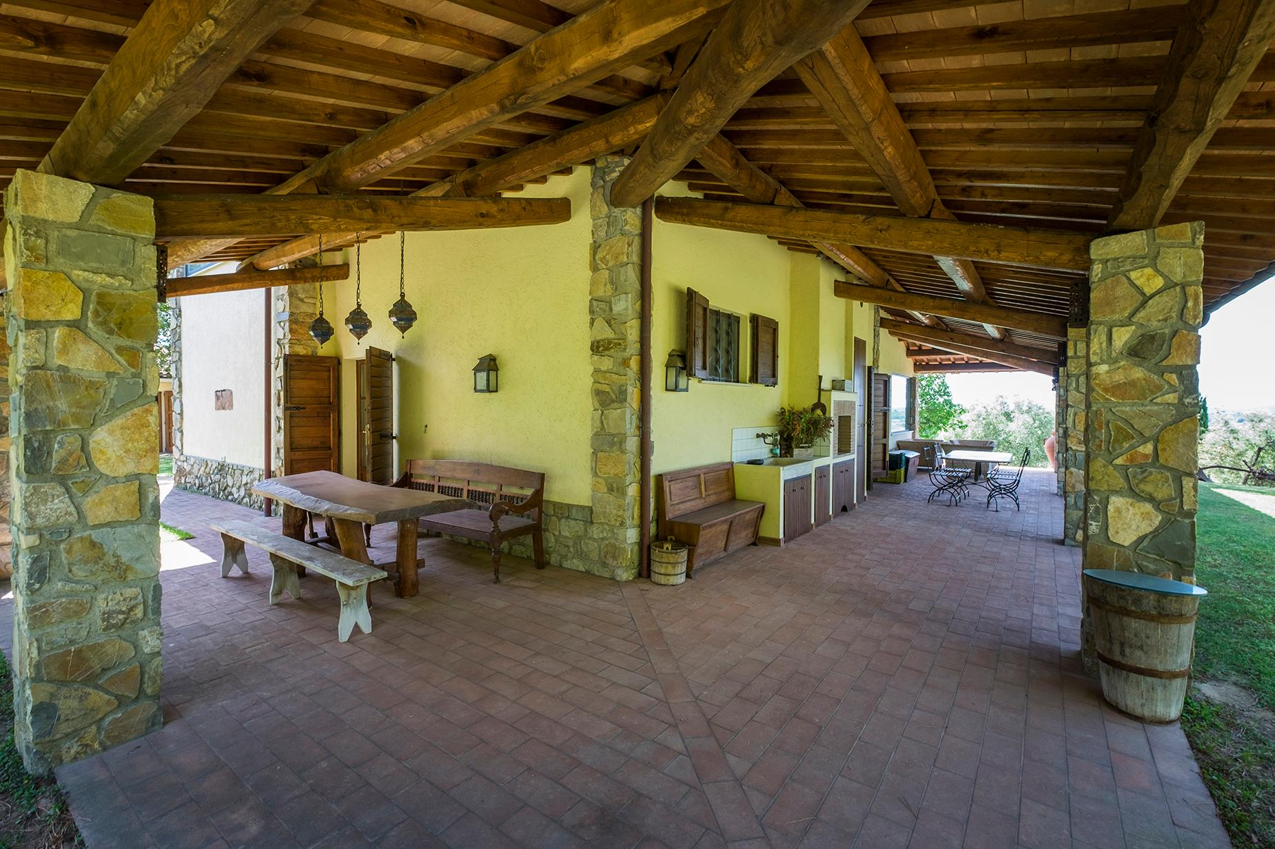 Красивый отремонтированный дом с бассейном на тосканских холмах в Гроссето, Италия - 3