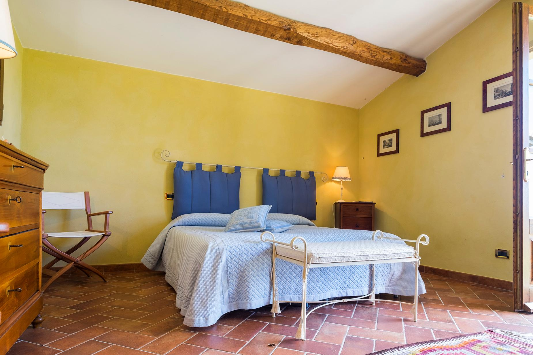 Finely restored farmhouse in the Tuscan countryside - 19