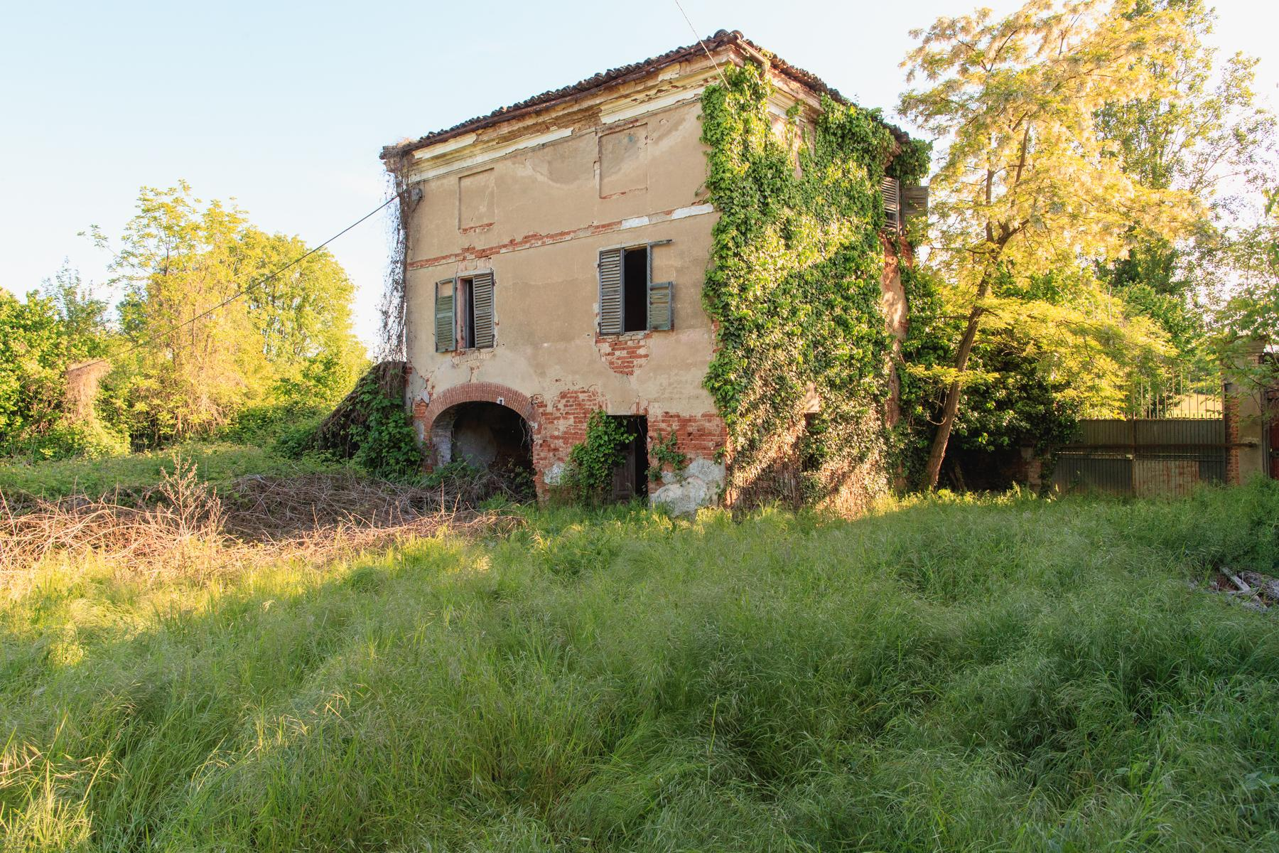 Old Farmhouse in the countryside near Turin - 1