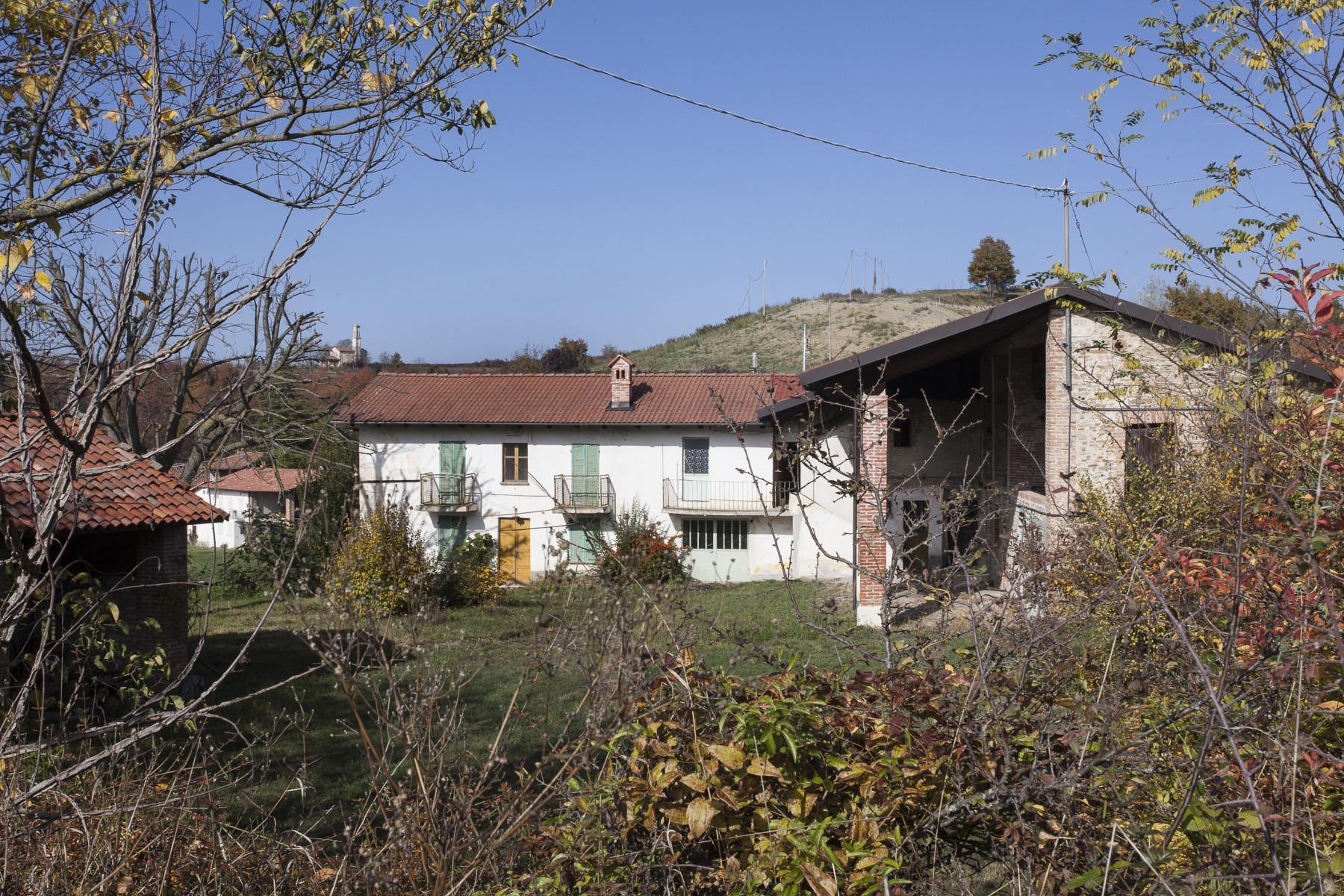 Kleine historische und charmante Burg in den Langhe - 3