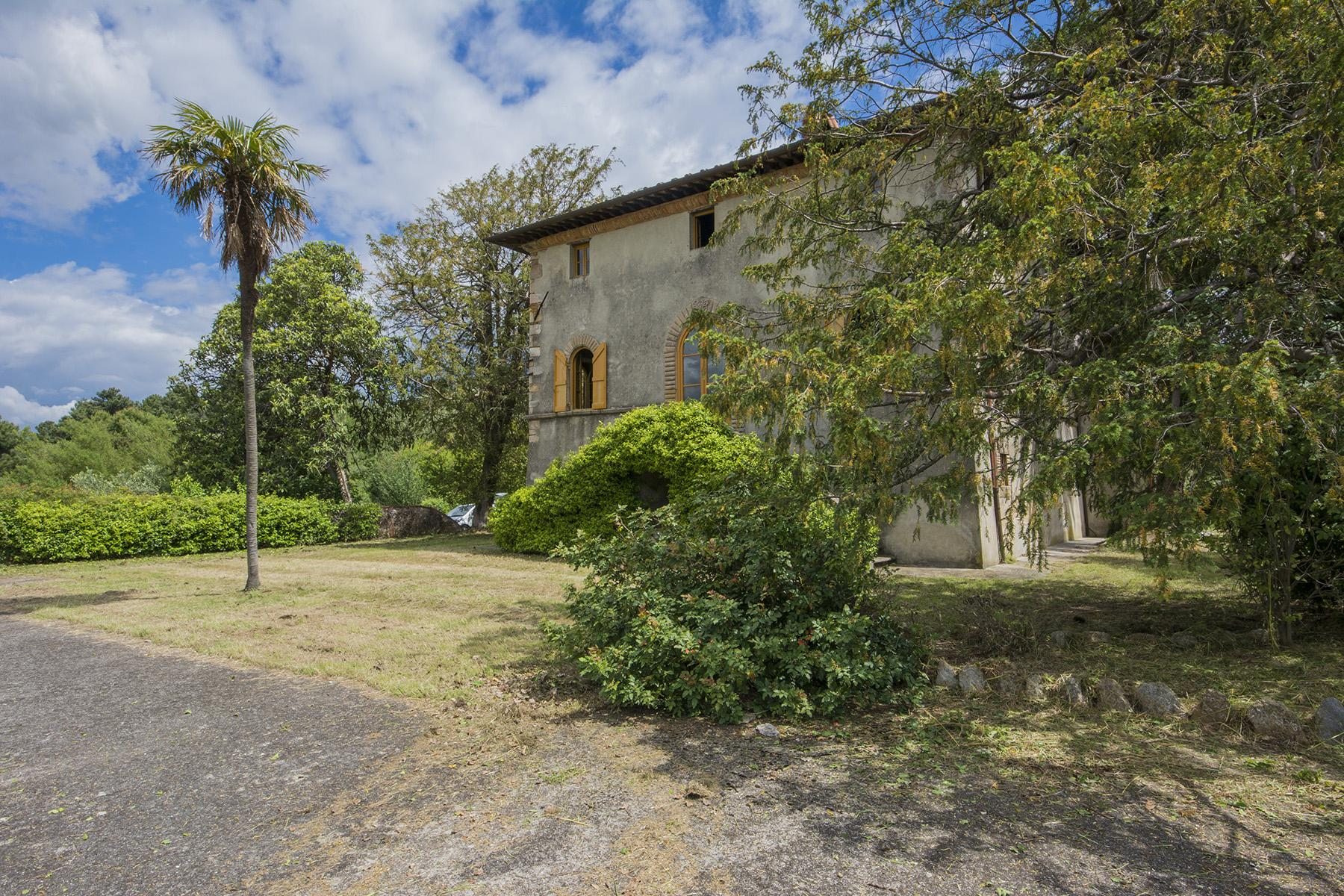 Stunning villa with breathtaking views of the Lucca countryside - 2