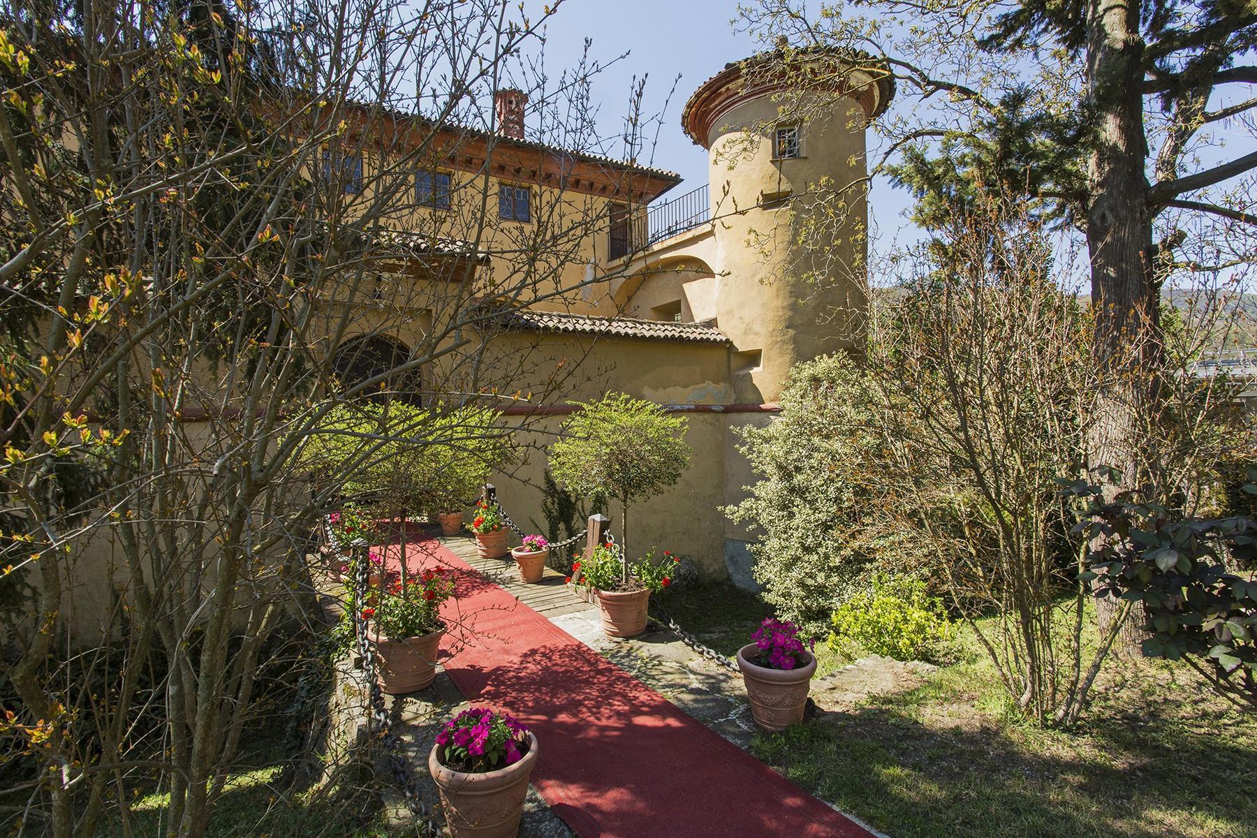 Élégant château médiéval avec église privée - 5