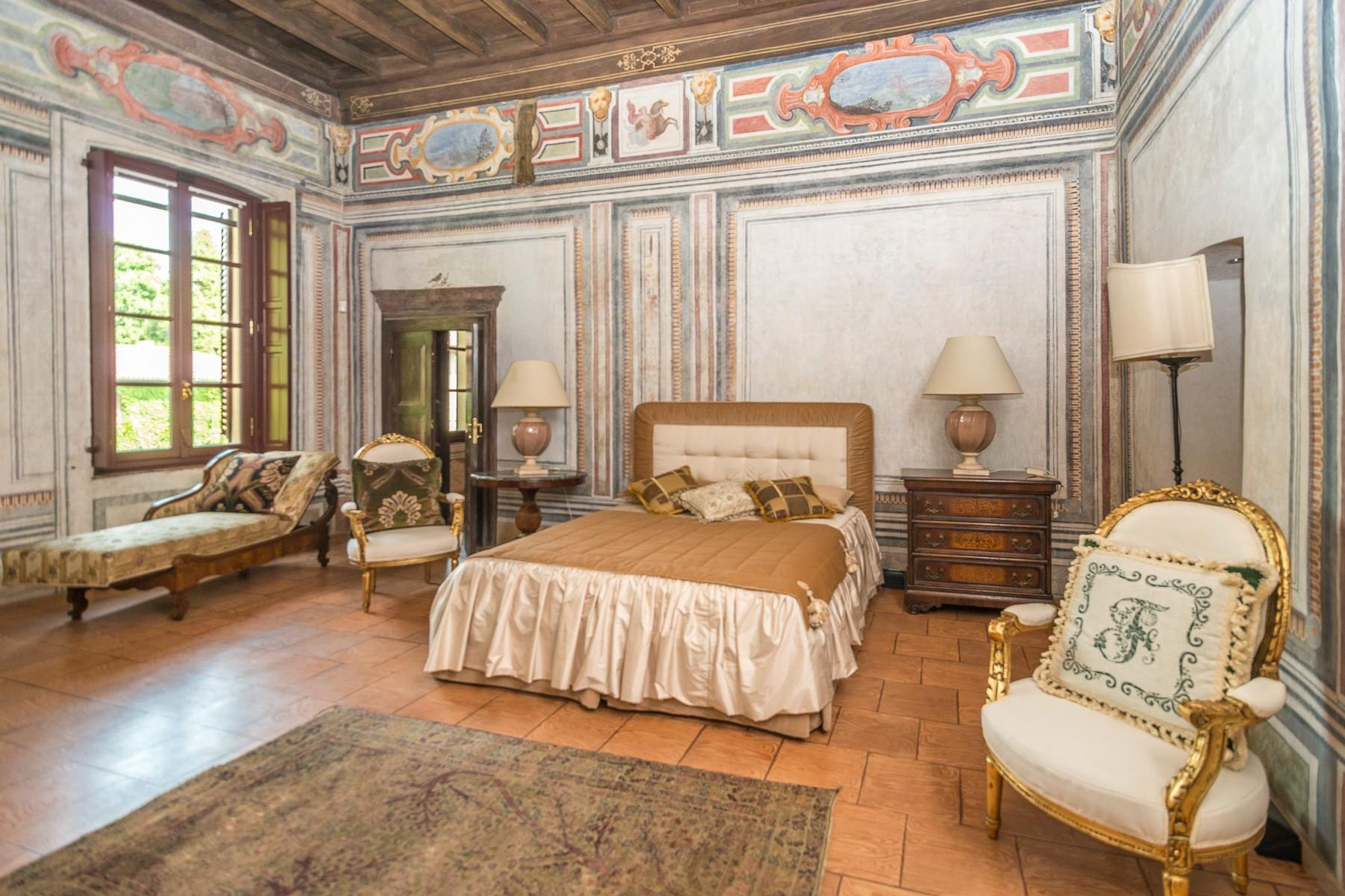 Majestic villa of the XV century immersed in the countryside outside Milan - 7