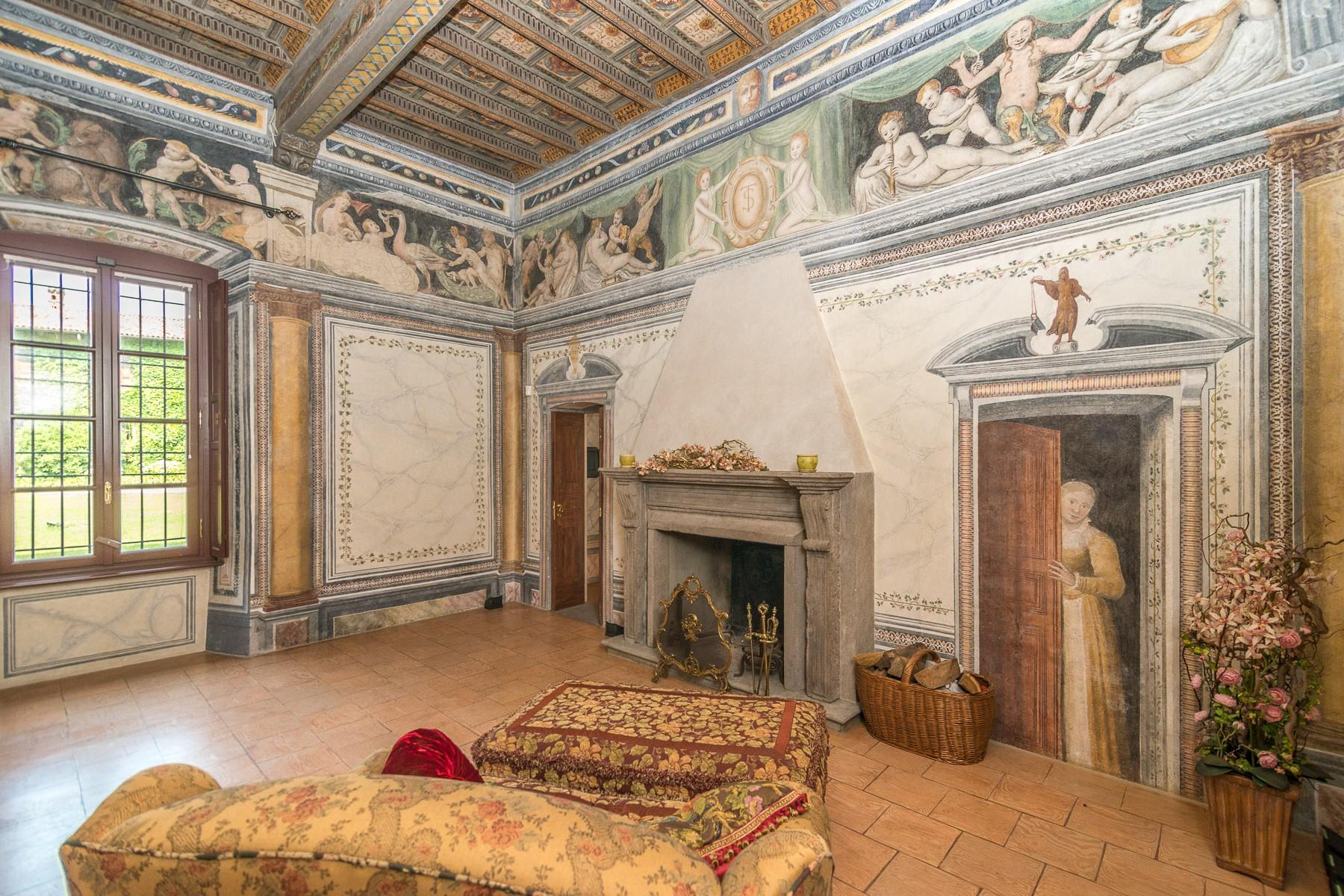 Majestic villa of the XV century immersed in the countryside outside Milan - 6