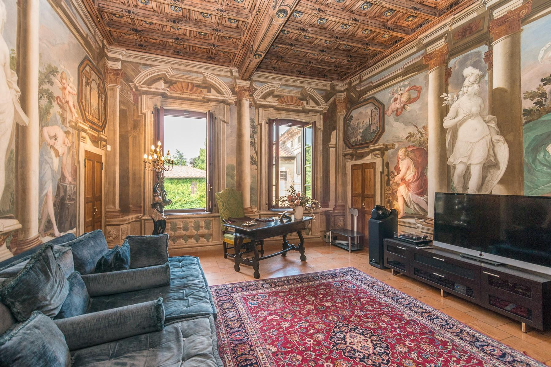 Majestic villa of the XV century immersed in the countryside outside Milan - 13