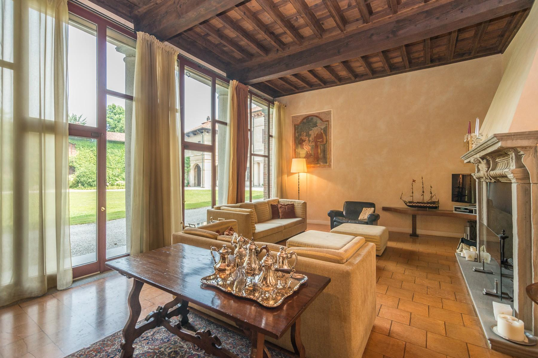 Majestic villa of the XV century immersed in the countryside outside Milan - 14