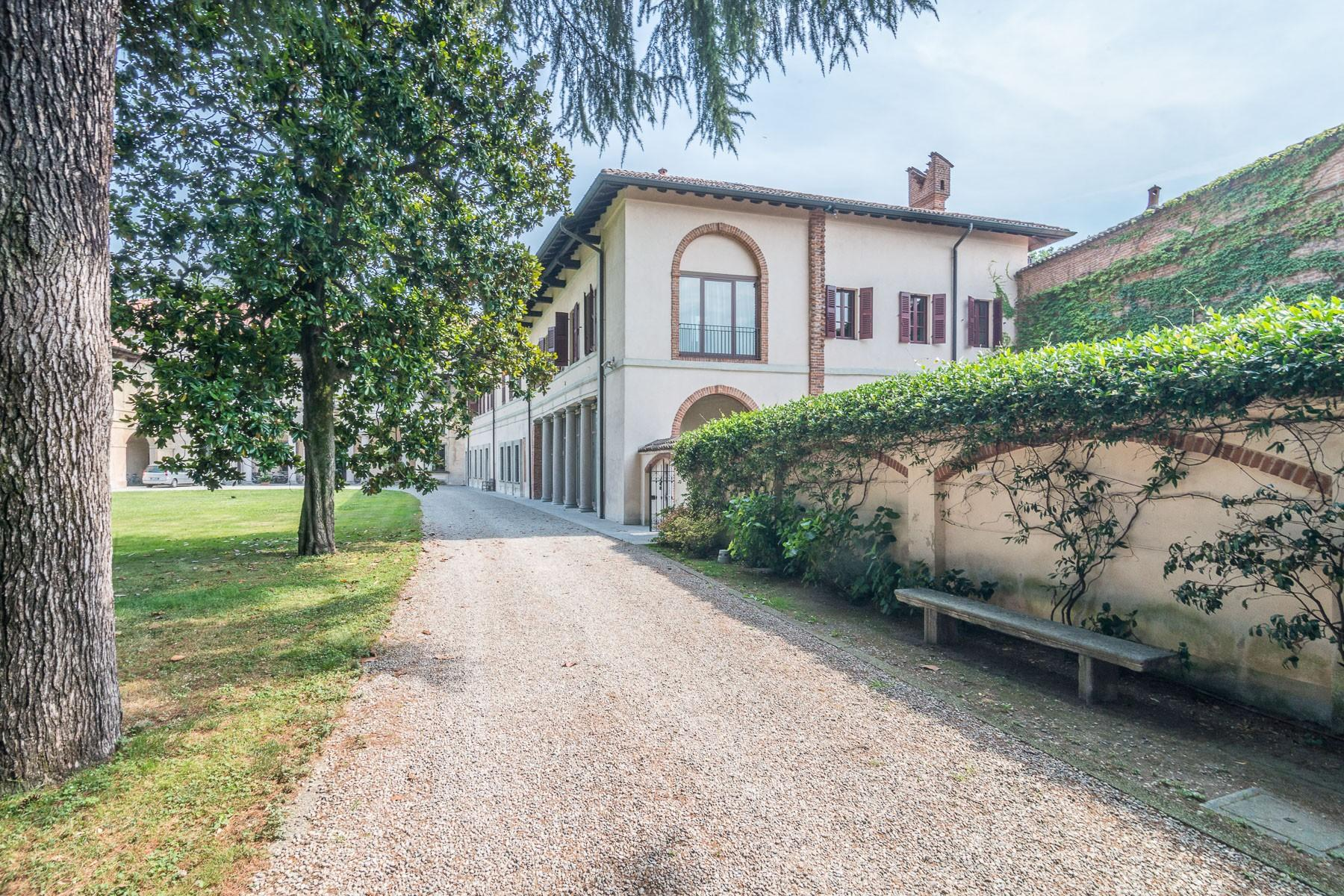 Majestic villa of the XV century immersed in the countryside outside Milan - 20