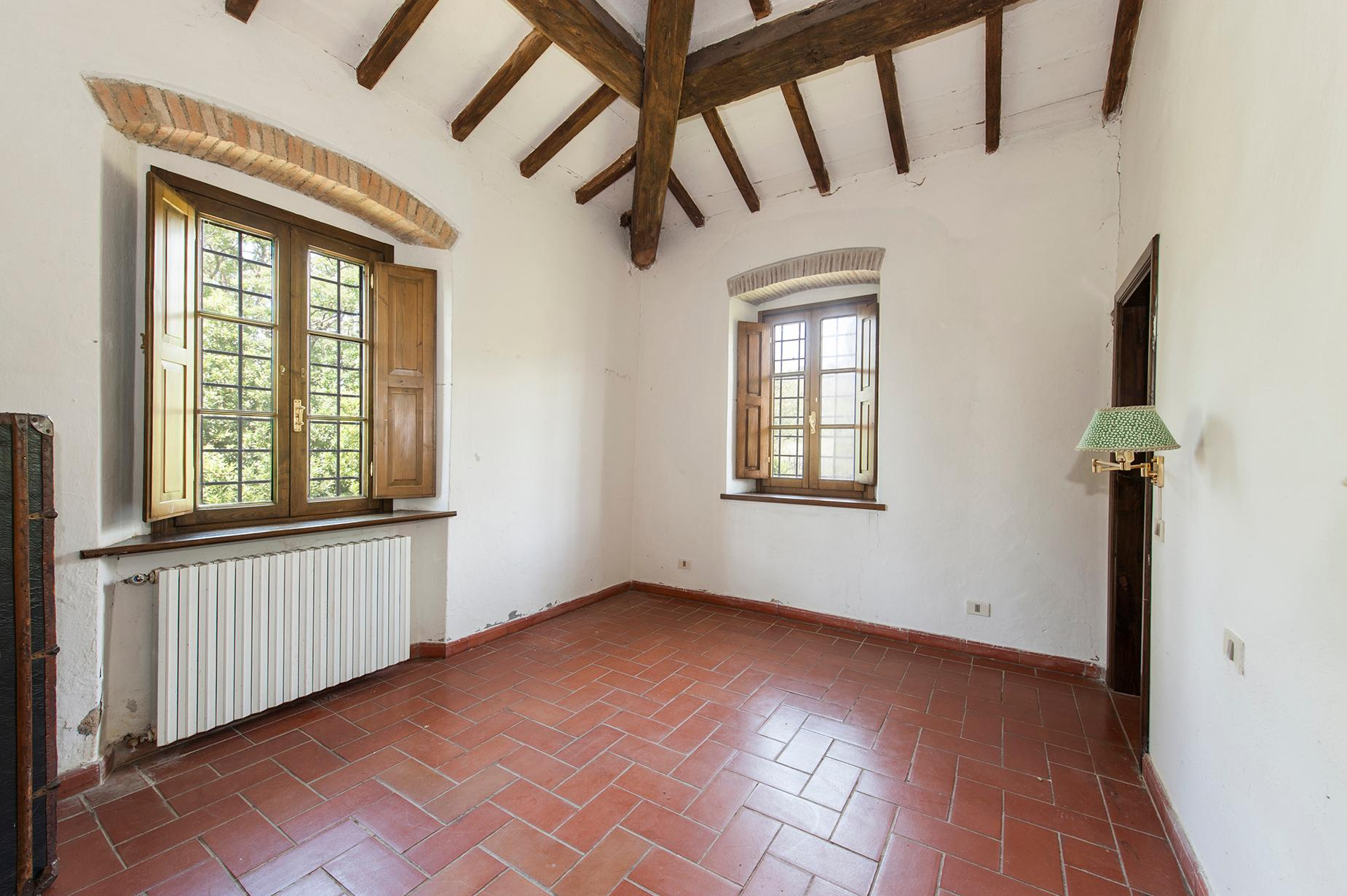 Ancient farmhouse with private land in Maremma - 10