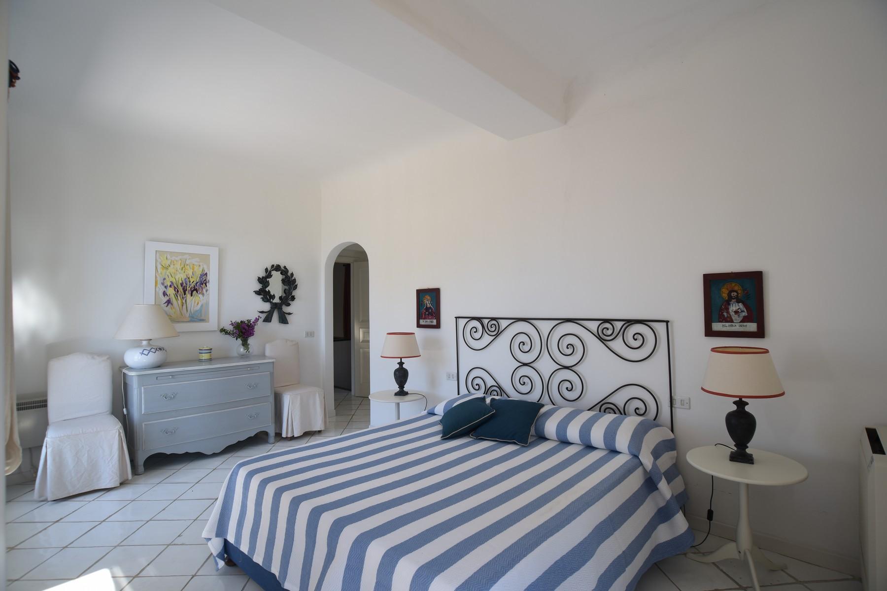 Вилла с панорамными террасами и бассейном в центре легендарного острова Капри, Италия - 23