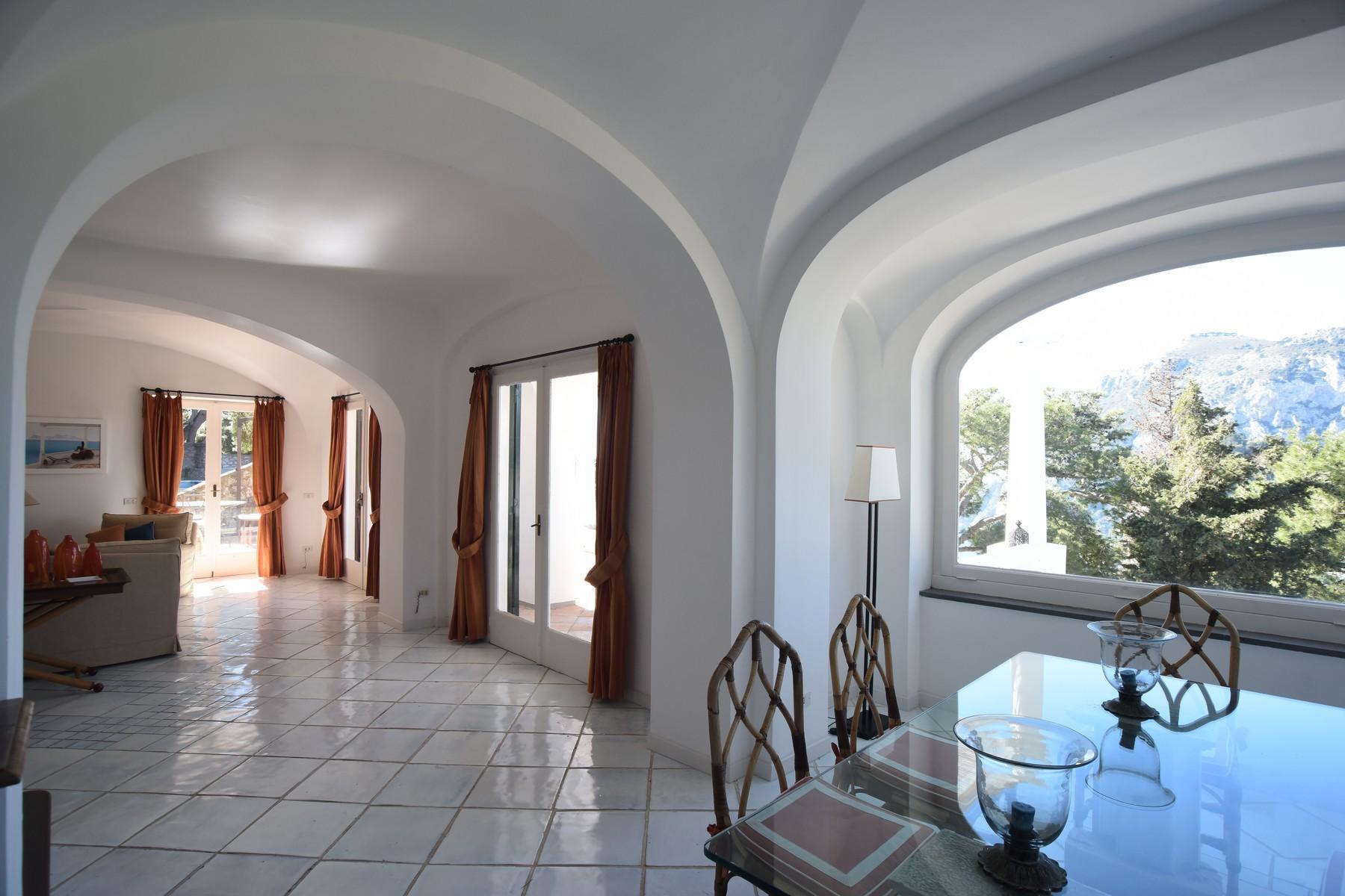 Вилла с панорамными террасами и бассейном в центре легендарного острова Капри, Италия - 22