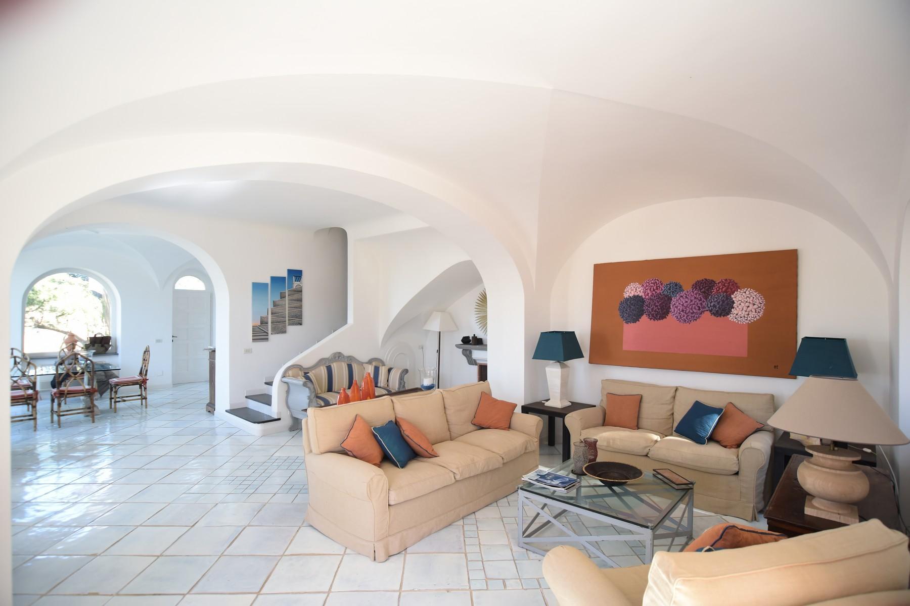 Вилла с панорамными террасами и бассейном в центре легендарного острова Капри, Италия - 20