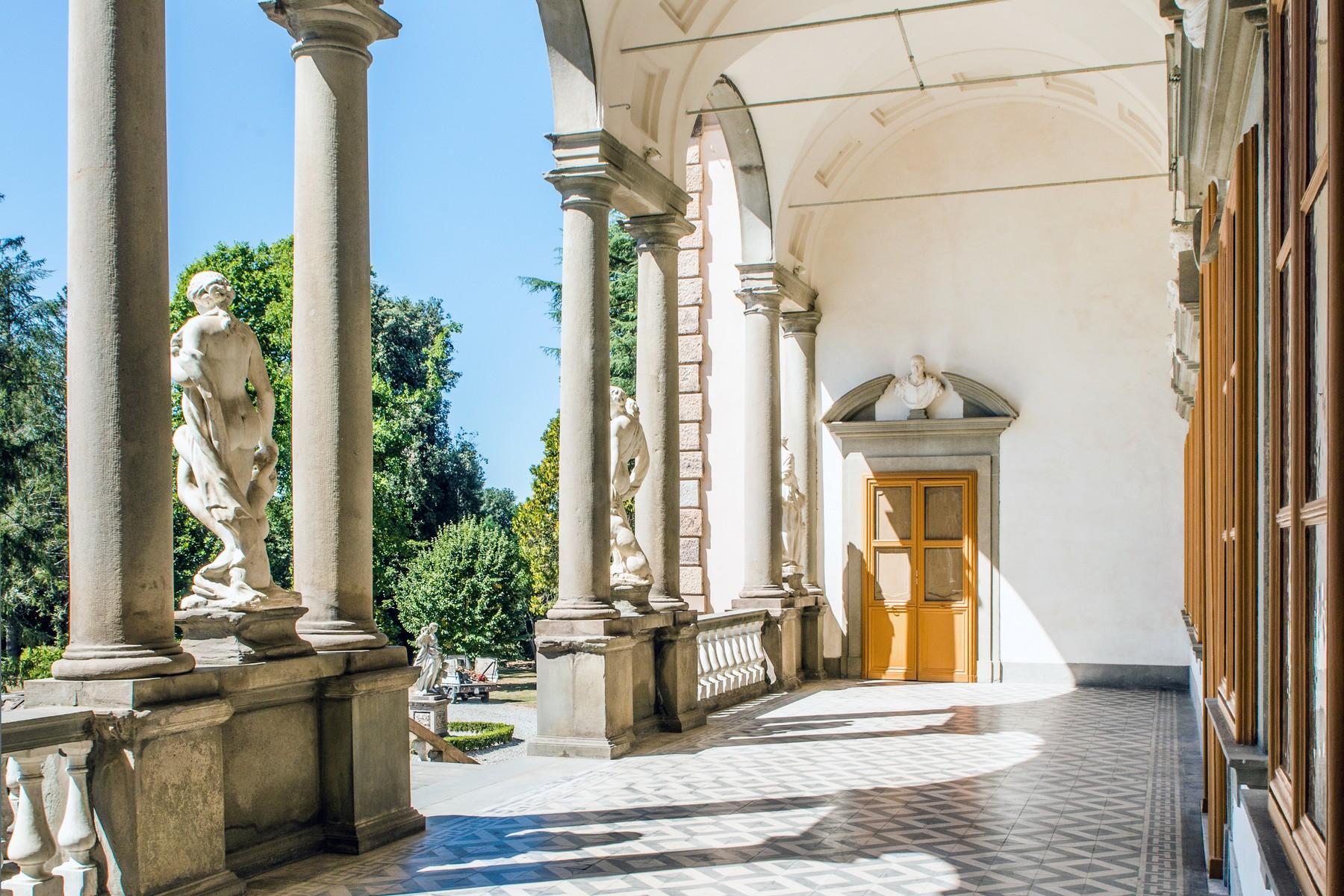Роскошный особняк XVI века на тосканских холмах в Лукке, Италия - 11