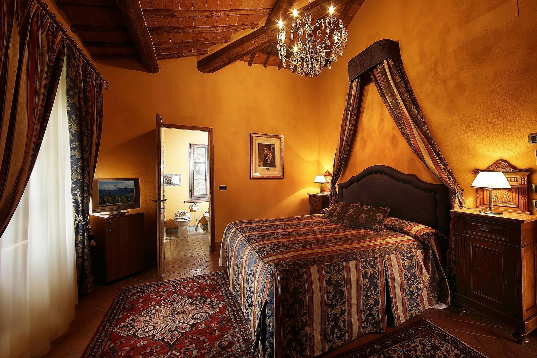 Exclusive manor in the heart of Chianti Classico - 15