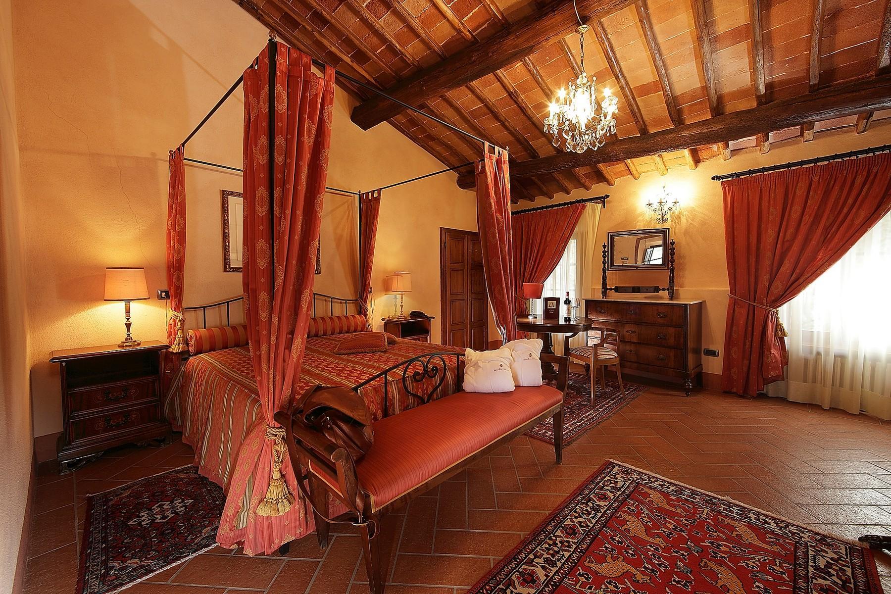 Exclusive manor in the heart of Chianti Classico - 16