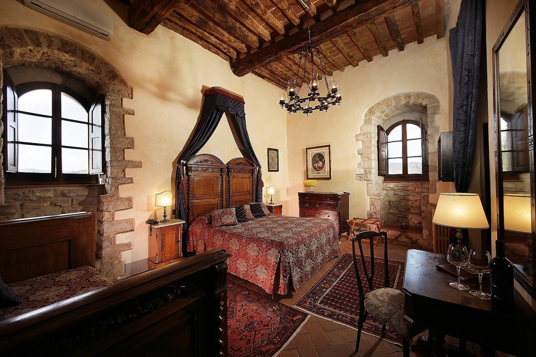 Exclusive manor in the heart of Chianti Classico - 12