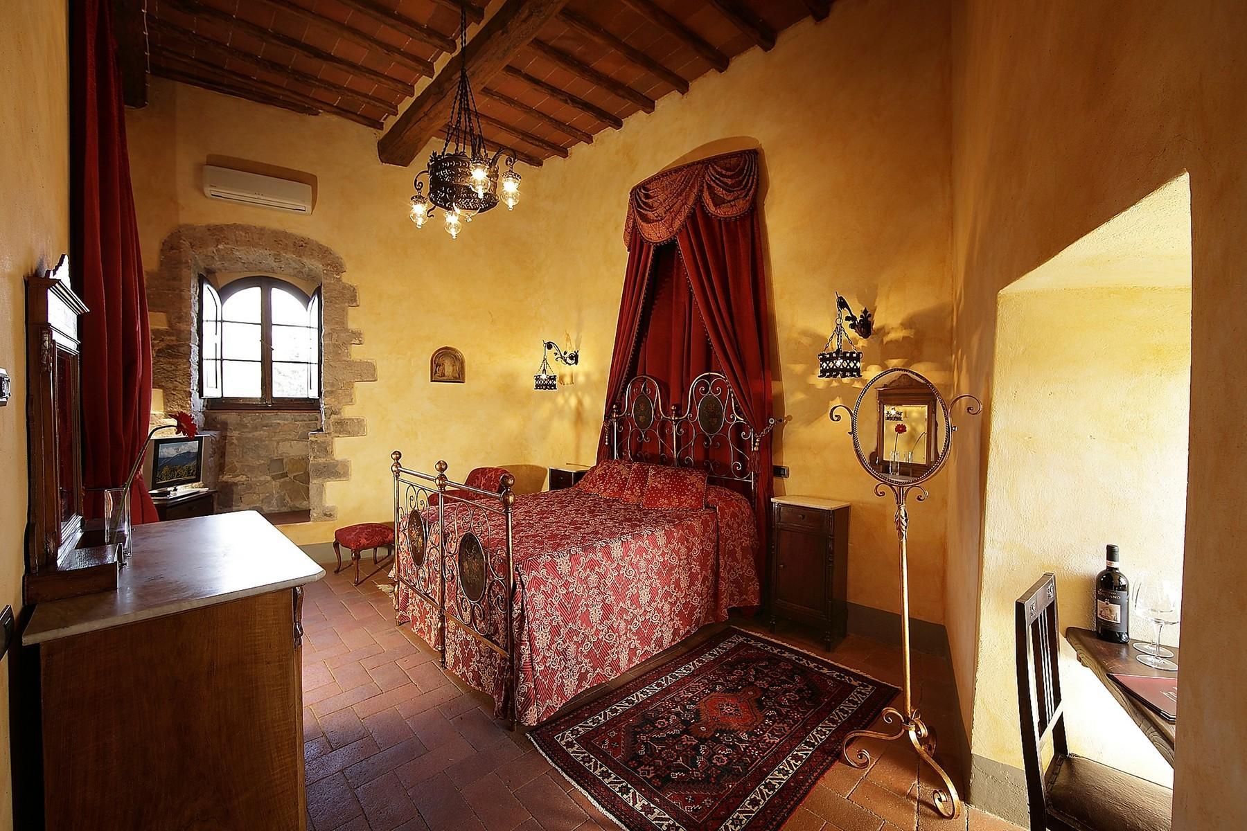Exclusive manor in the heart of Chianti Classico - 13