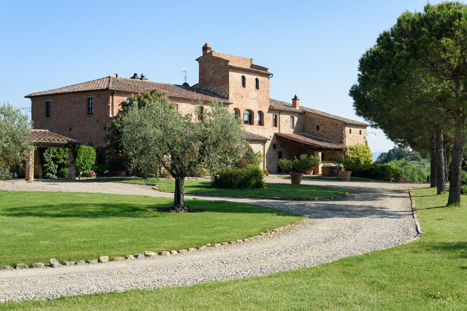 Tuscan countryhouse with 2,5 ha of vineyards - 20