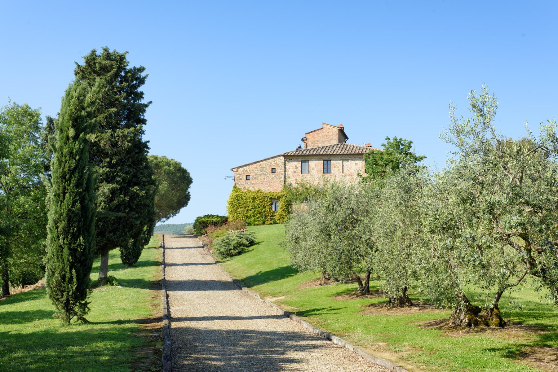 Tuscan countryhouse with 2,5 ha of vineyards - 21