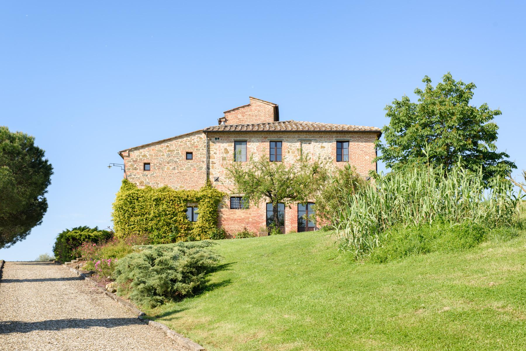 Tuscan countryhouse with 2,5 ha of vineyards - 2
