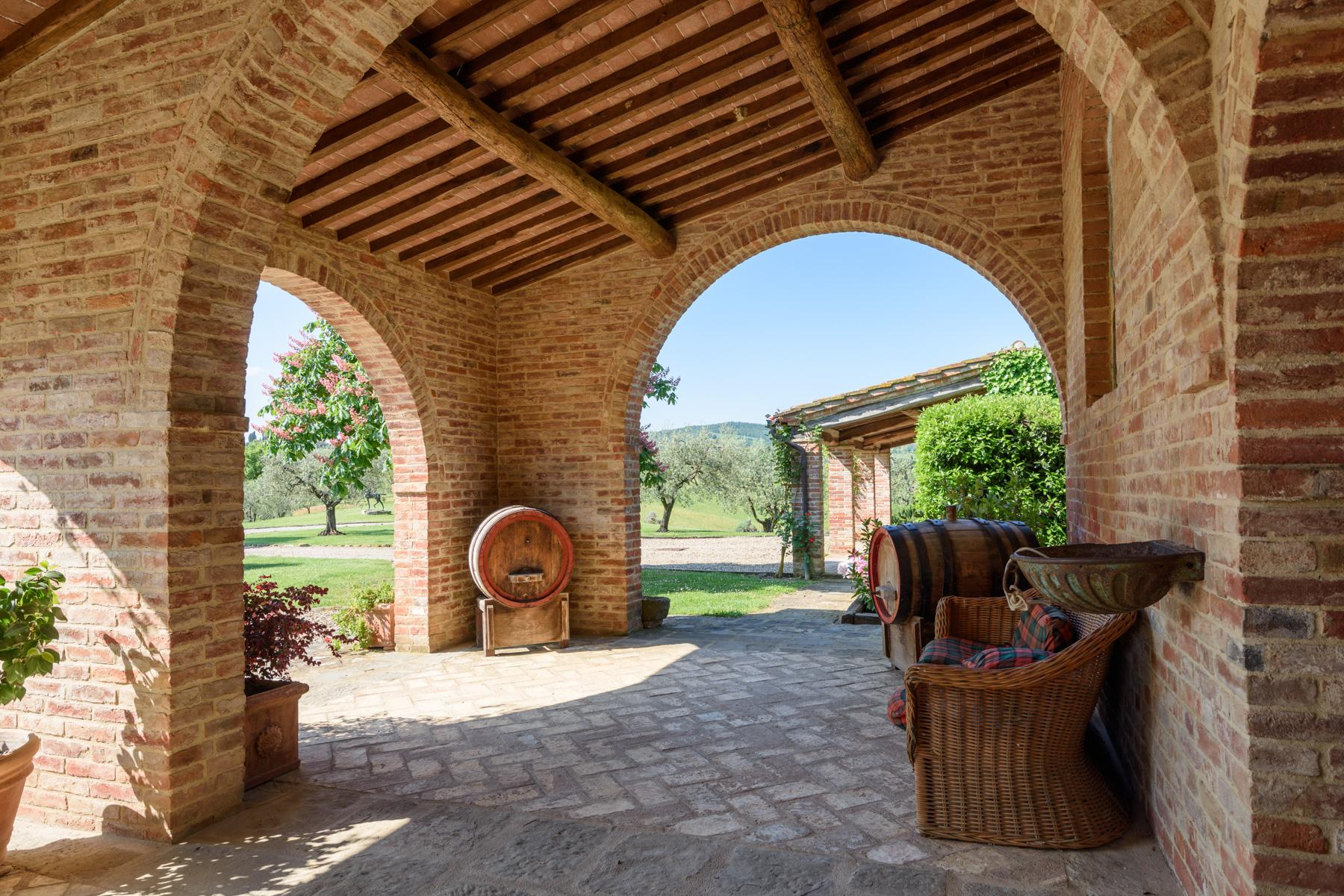 Tuscan countryhouse with 2,5 ha of vineyards - 24