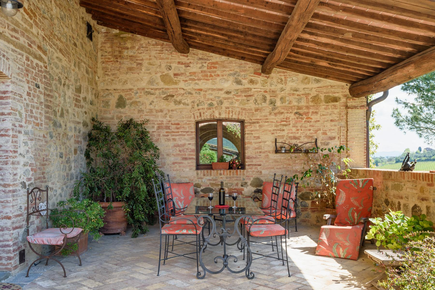 Tuscan countryhouse with 2,5 ha of vineyards - 4