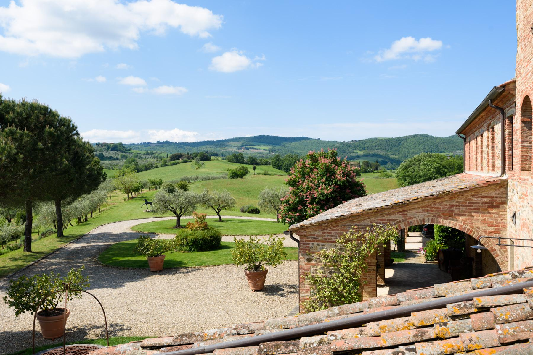 Tuscan countryhouse with 2,5 ha of vineyards - 19