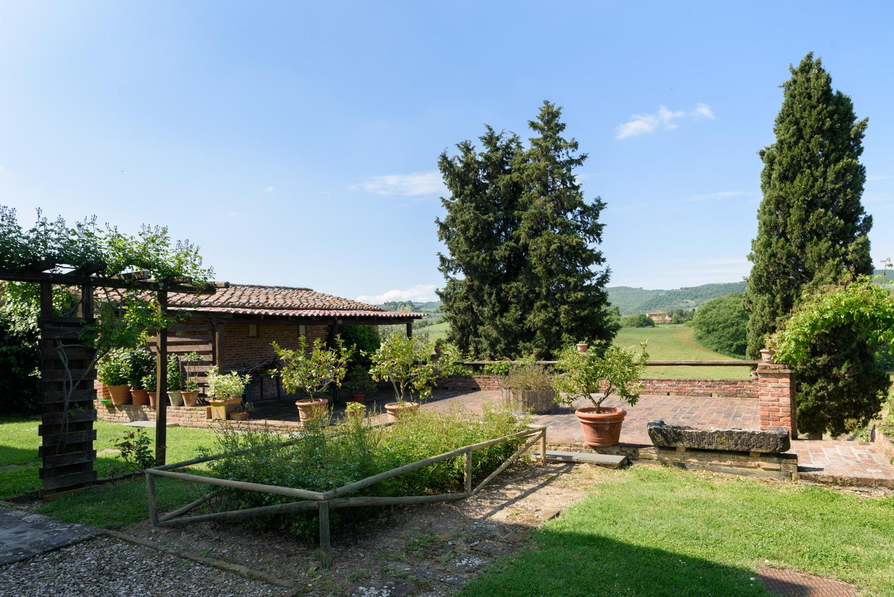 Tuscan countryhouse with 2,5 ha of vineyards - 17