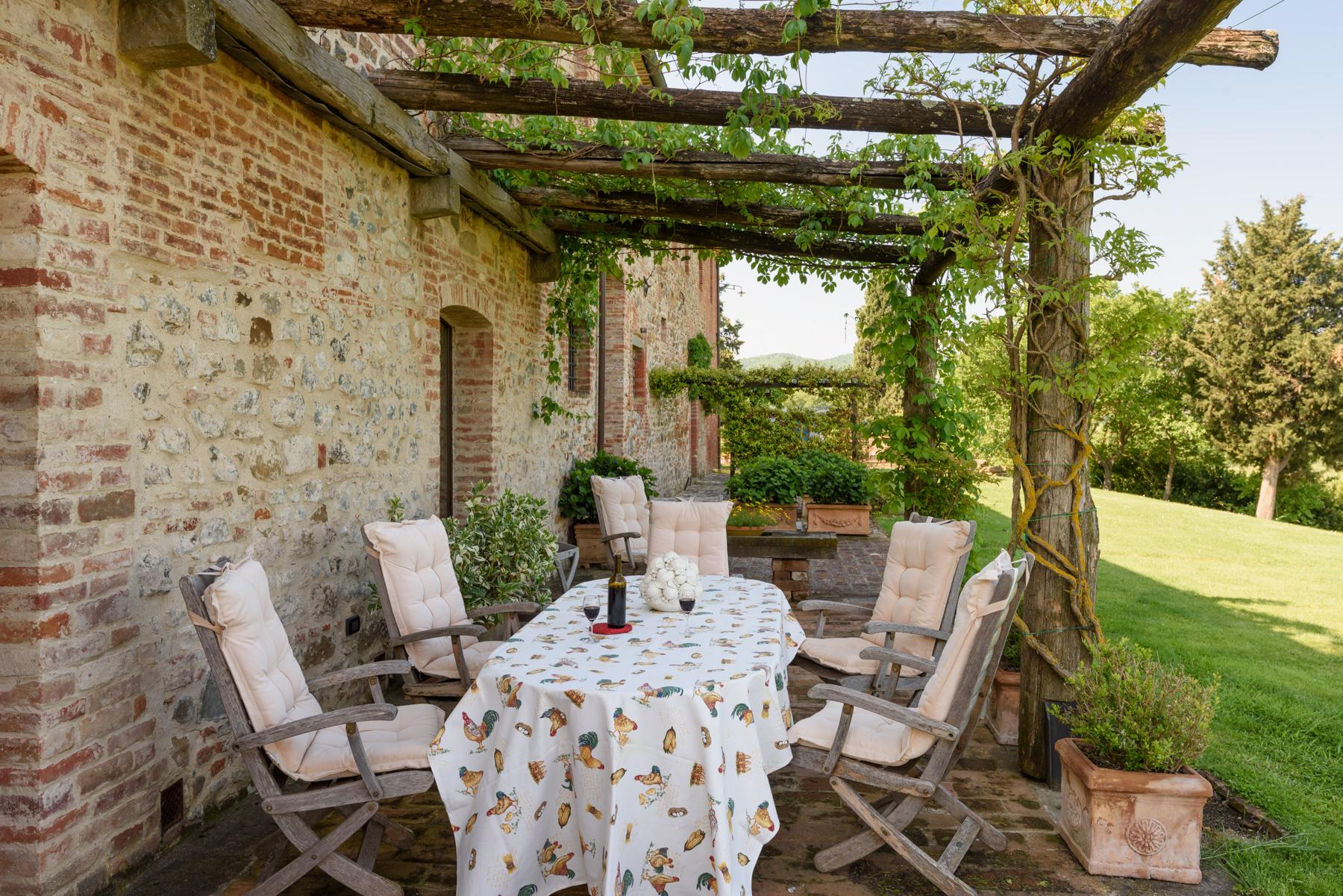 Tuscan countryhouse with 2,5 ha of vineyards - 22