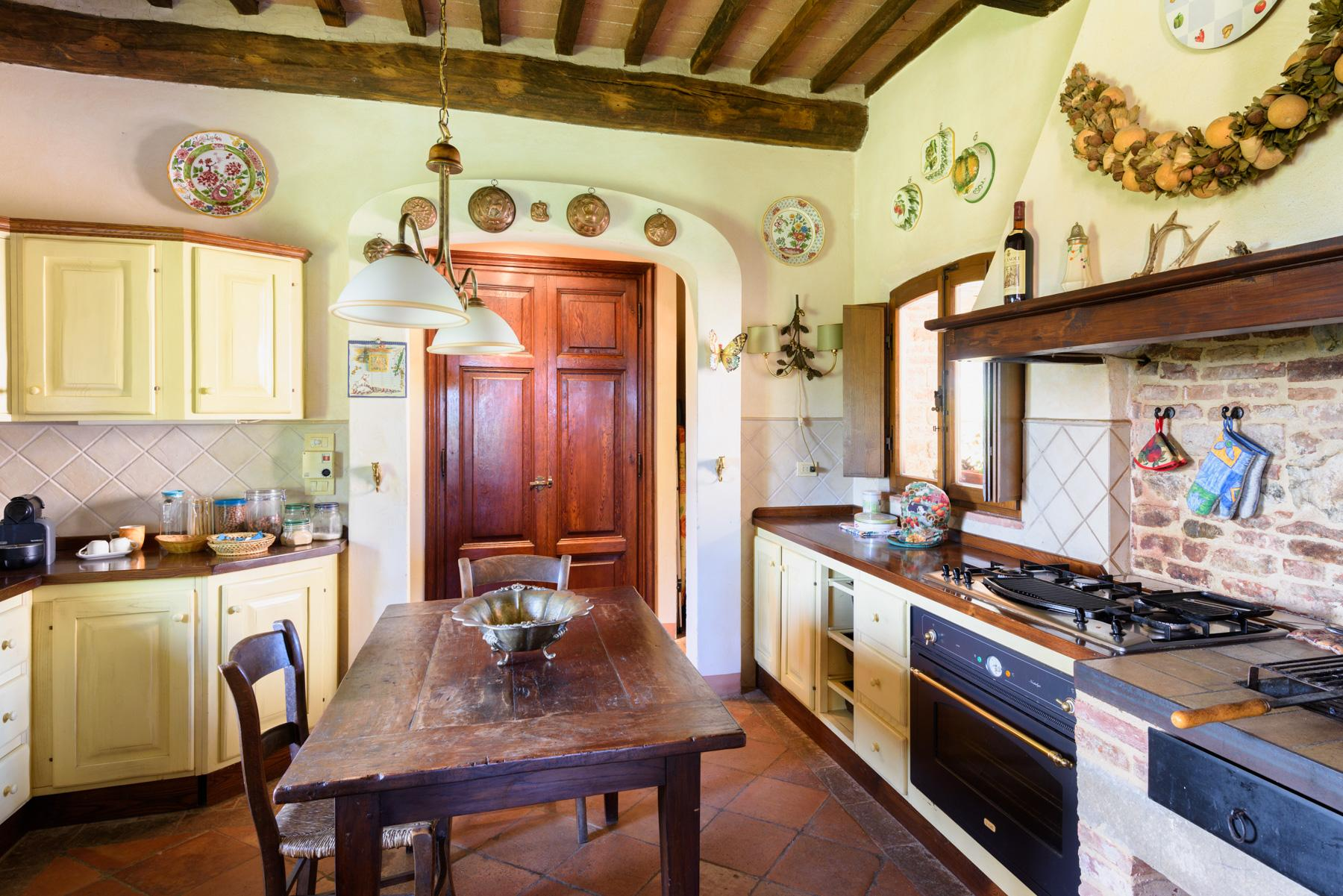 Tuscan countryhouse with 2,5 ha of vineyards - 12