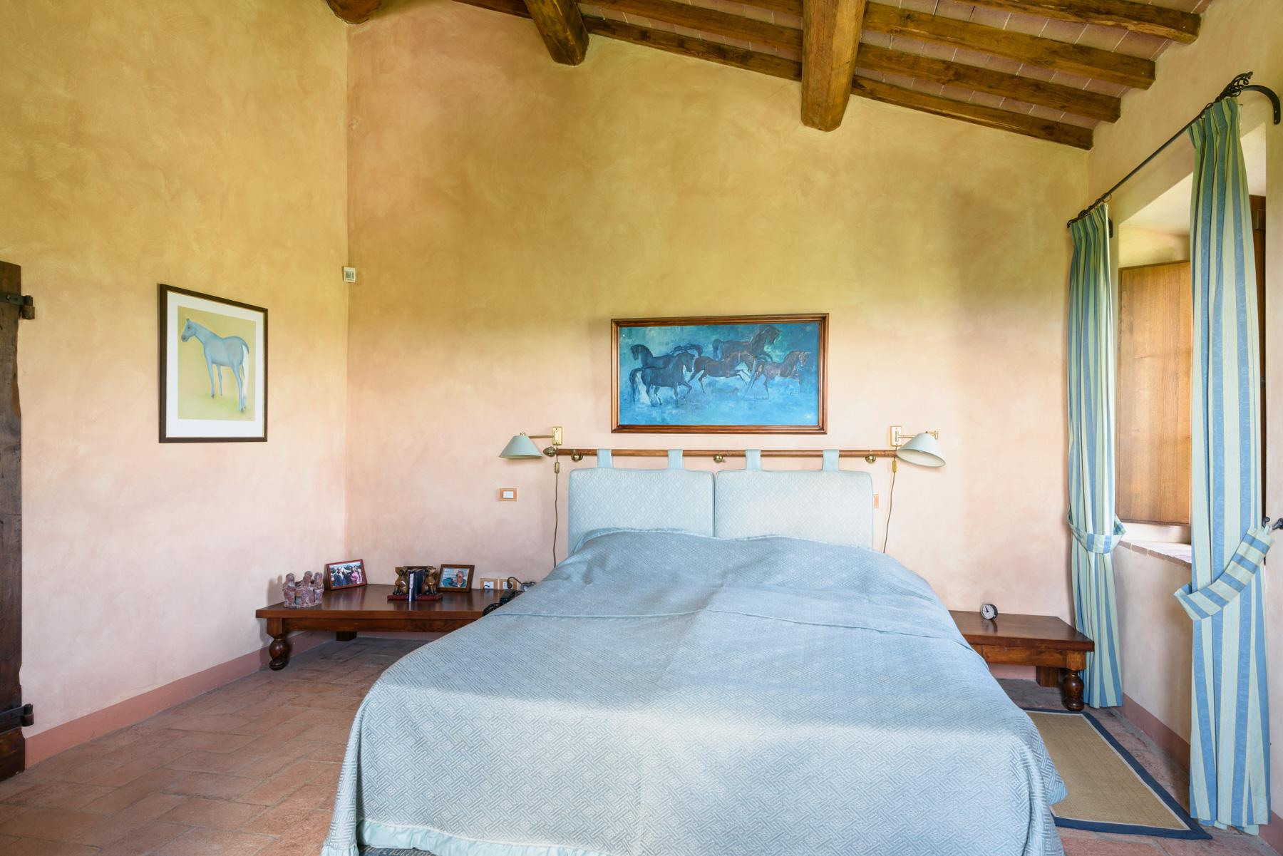 Tuscan countryhouse with 2,5 ha of vineyards - 13
