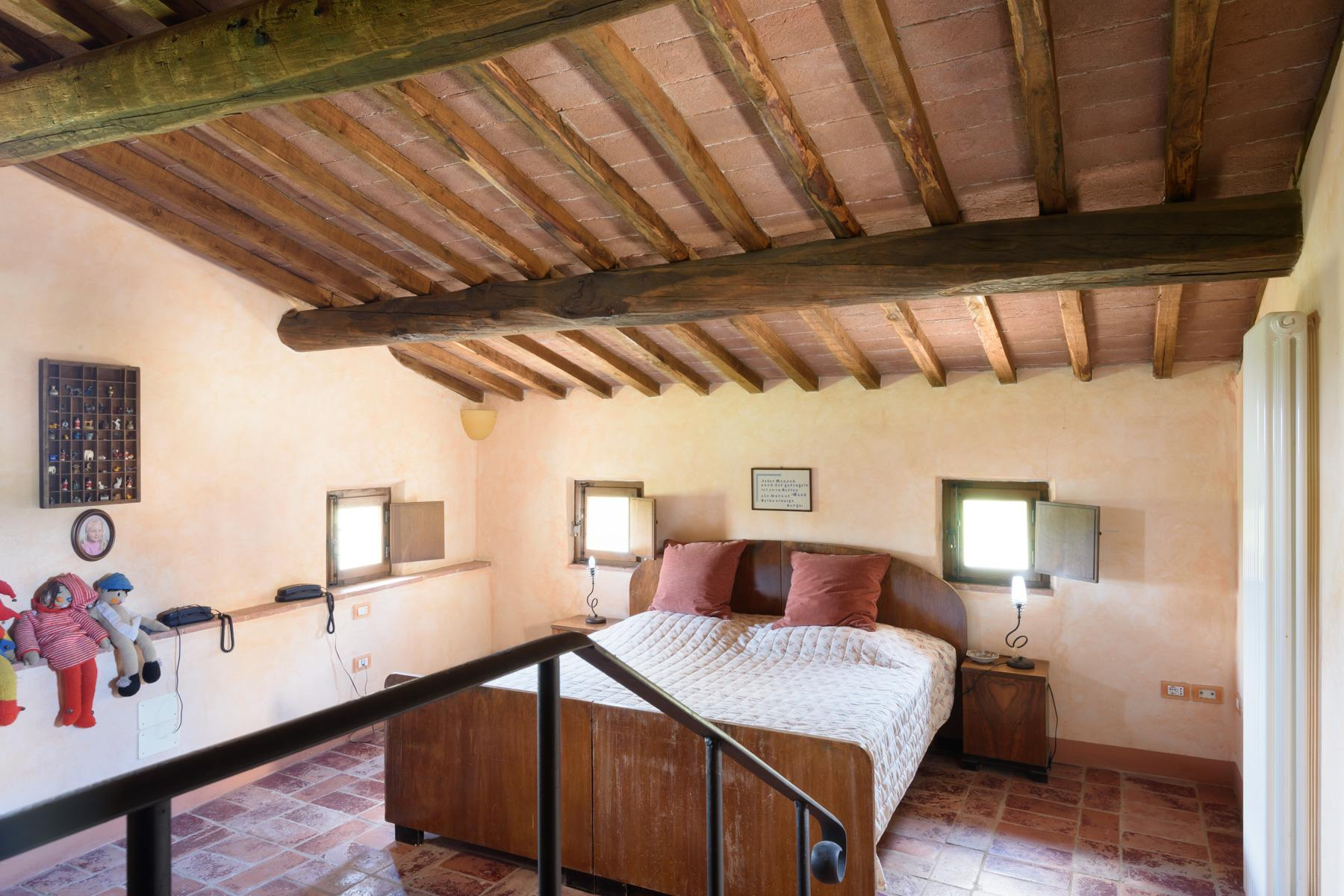 Tuscan countryhouse with 2,5 ha of vineyards - 14