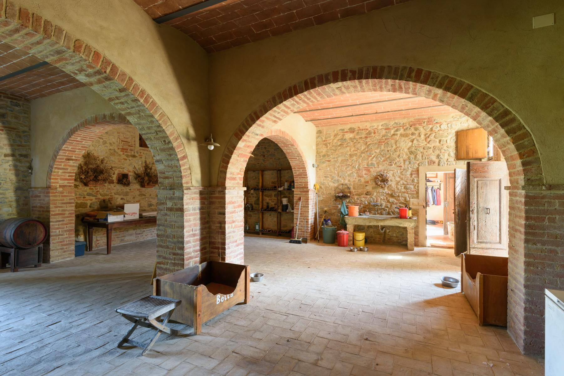 Tuscan countryhouse with 2,5 ha of vineyards - 26