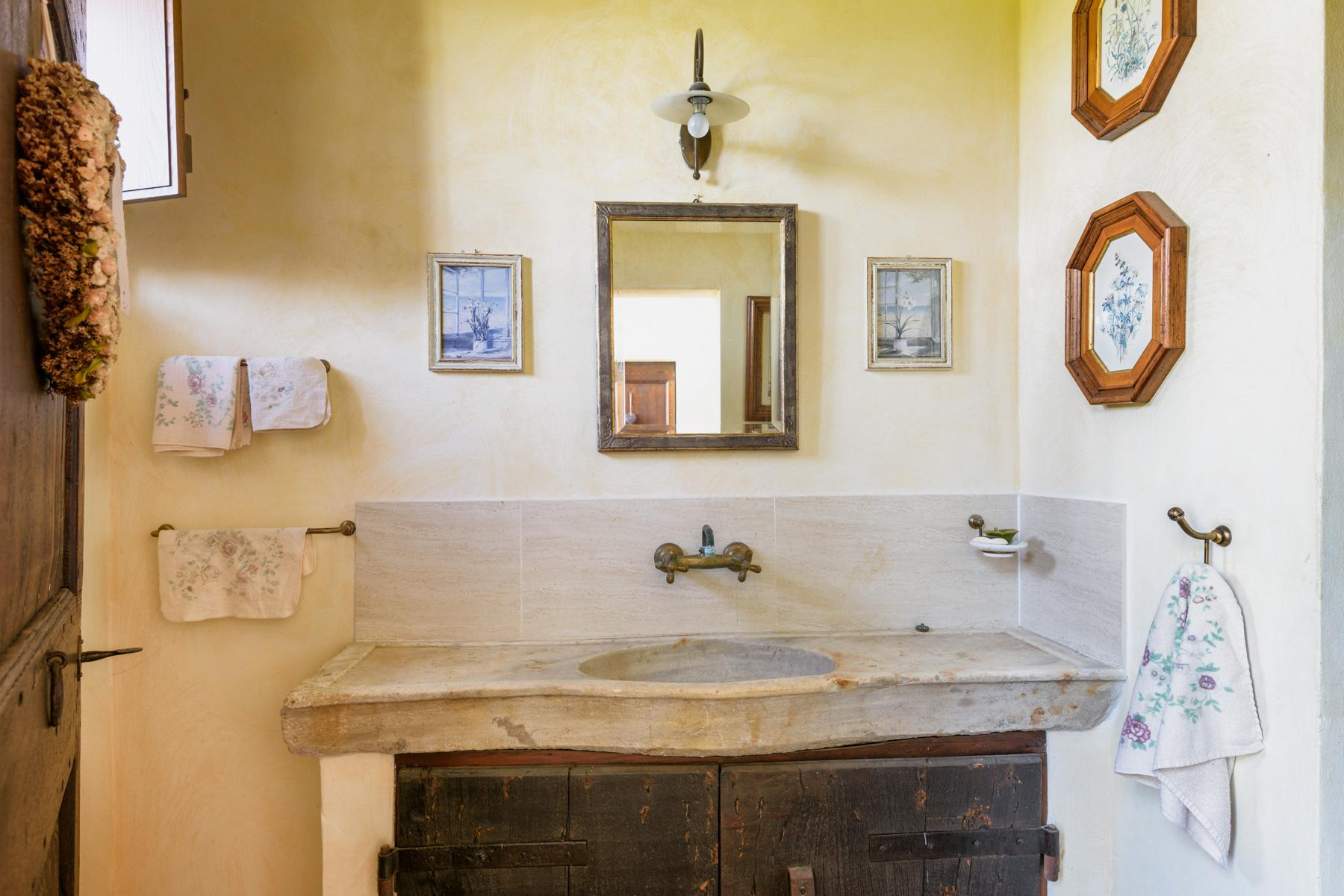 Tuscan countryhouse with 2,5 ha of vineyards - 15