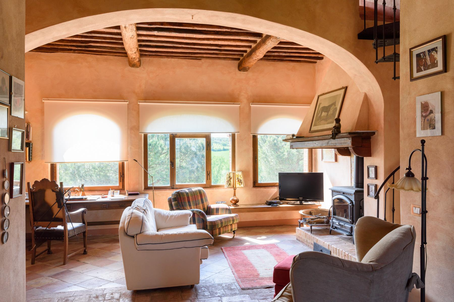 Tuscan countryhouse with 2,5 ha of vineyards - 10
