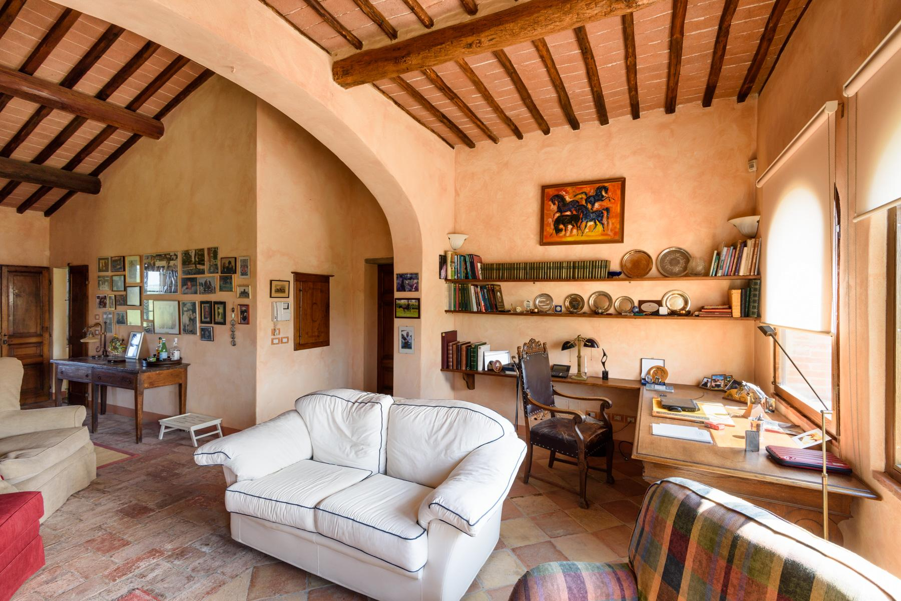 Tuscan countryhouse with 2,5 ha of vineyards - 11