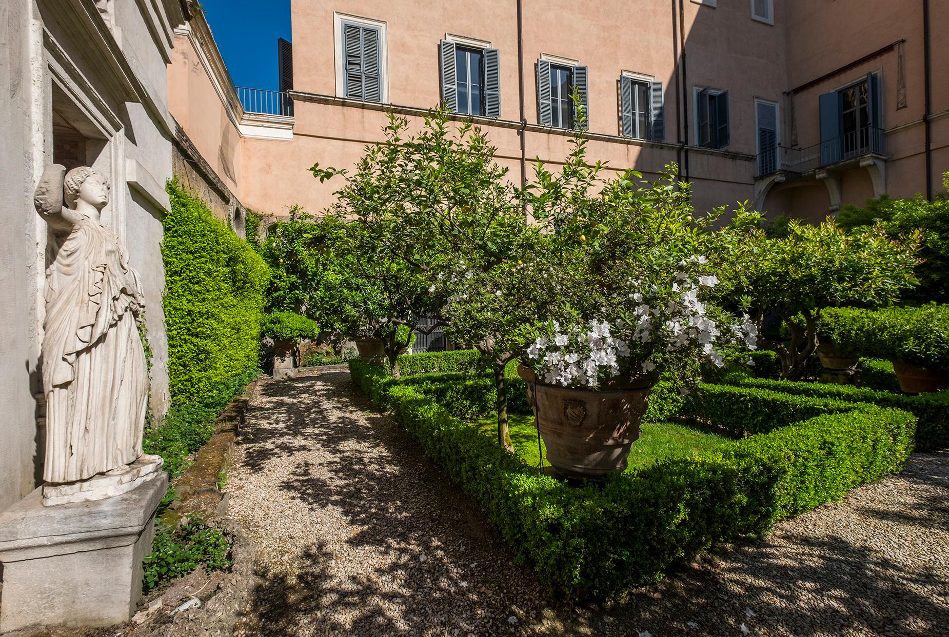 Palazzo Sacchetti, a pearl of the late reinassance in the heart of Rome - 15
