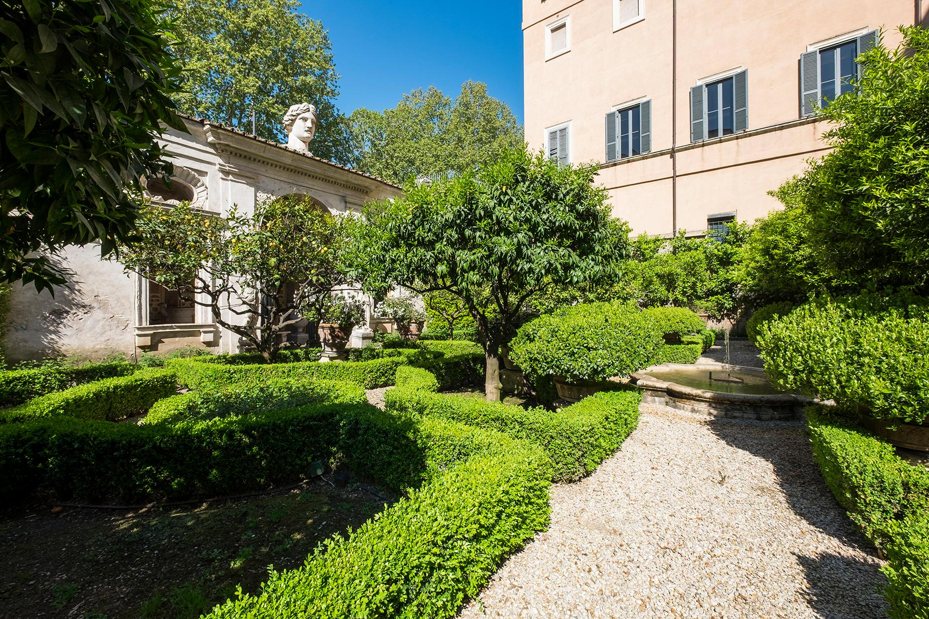 Palazzo Sacchetti, a pearl of the late reinassance in the heart of Rome - 8