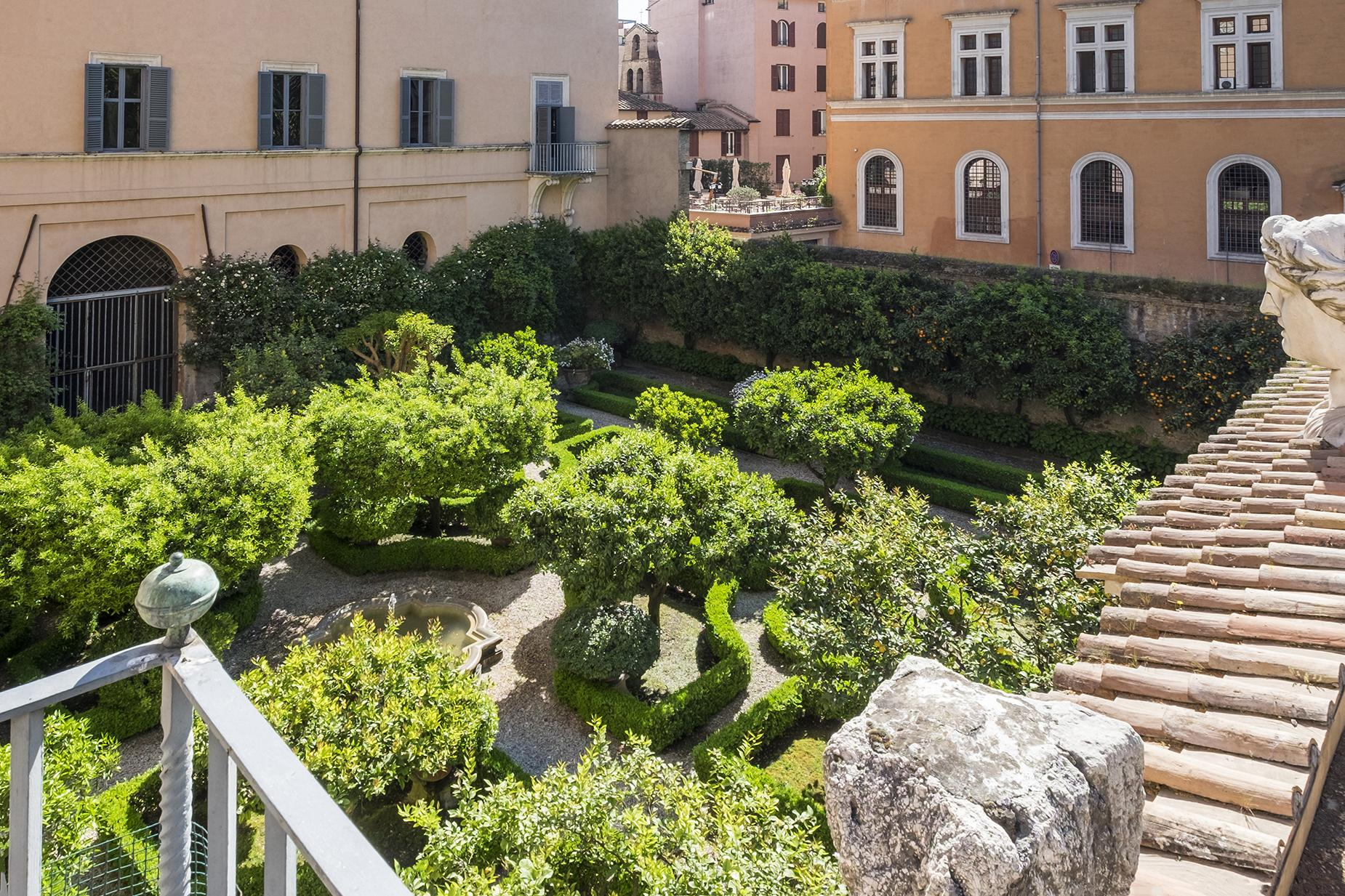 Palazzo Sacchetti, a pearl of the late reinassance in the heart of Rome - 11