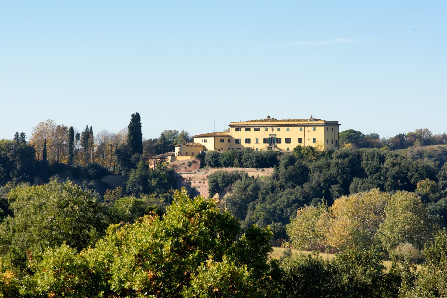 Wunderschöne Villa von einer historischen Burg und einem Jagdrevier umgeben - 1